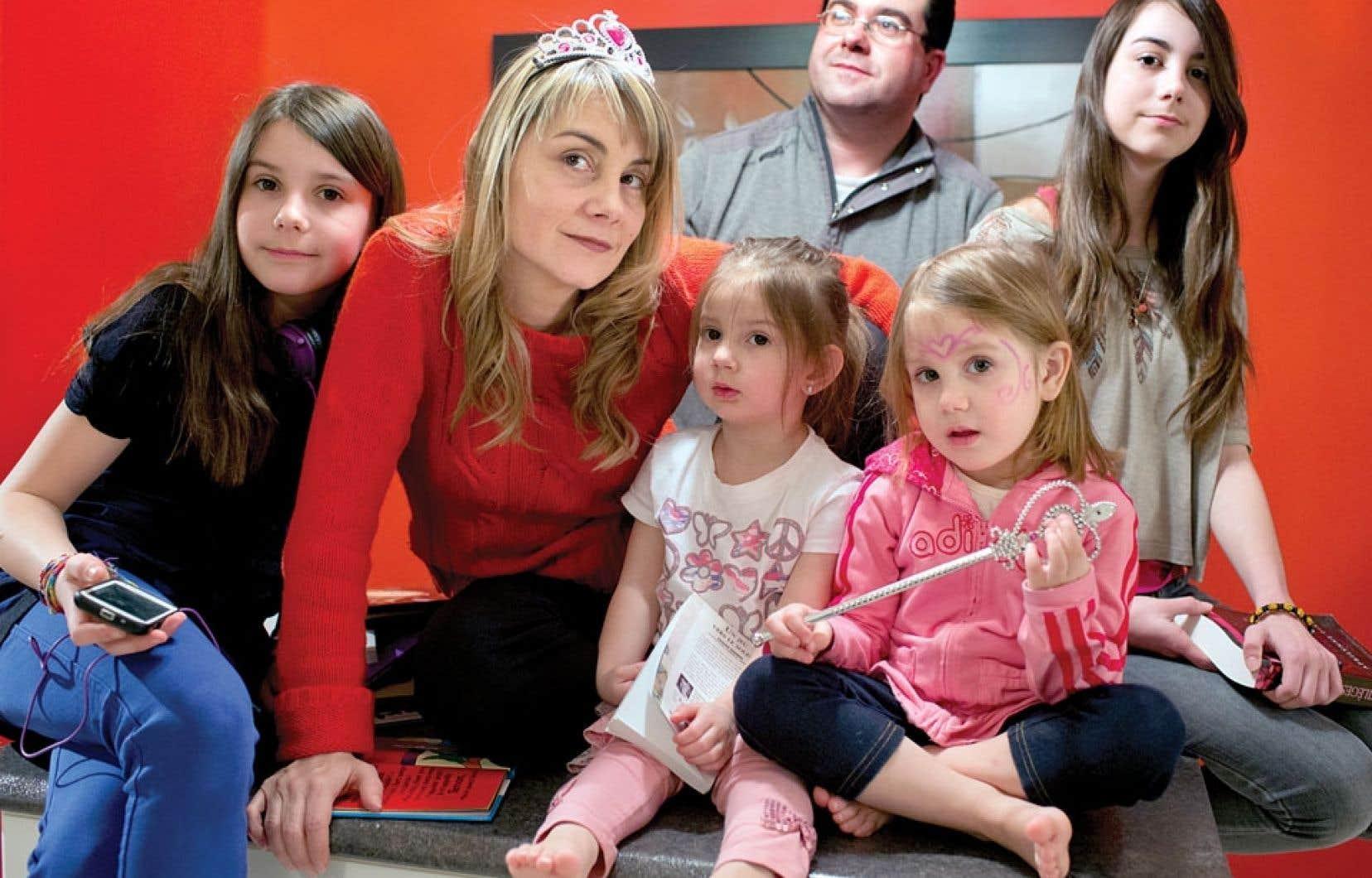 <div> La maman reine Danielle Verville et son conjoint Patrick ont quatre petites princesses: Juliette, 11 ans, Rafaëlle, 2 ans, Ariane, 4 ans, et Mathilde, 13 ans.</div>