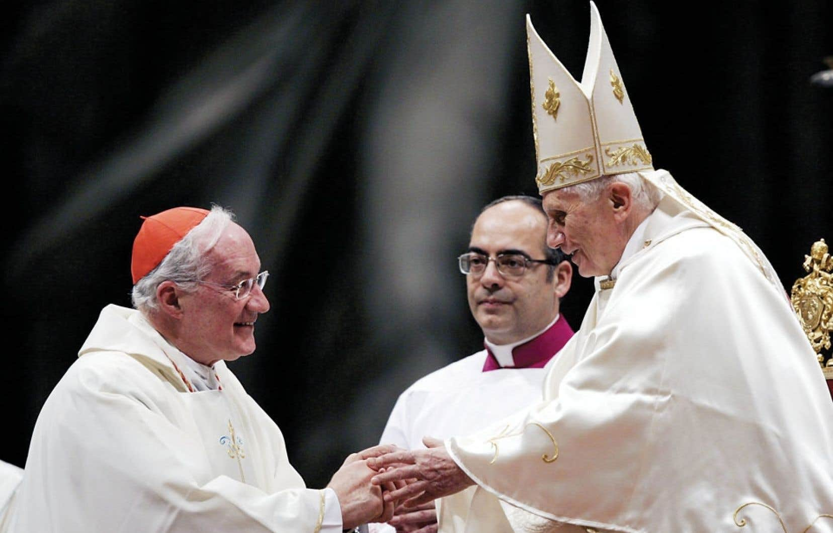 Le cardinal Ouellet et le pape Benoît XVI, qui a renoncé à sa fonction lundi, lors d'une messe pour l'Amérique latine au Vatican, en décembre 2011.