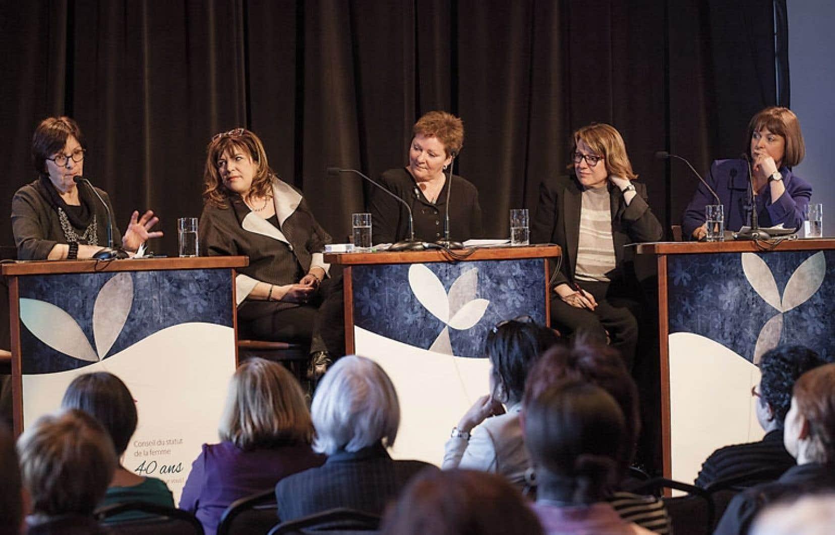 De gauche à droite, Marie Lavigne, Diane Lemieux, Diane Lavallée, Christine Pelchat et Julie Miville-Dechêne