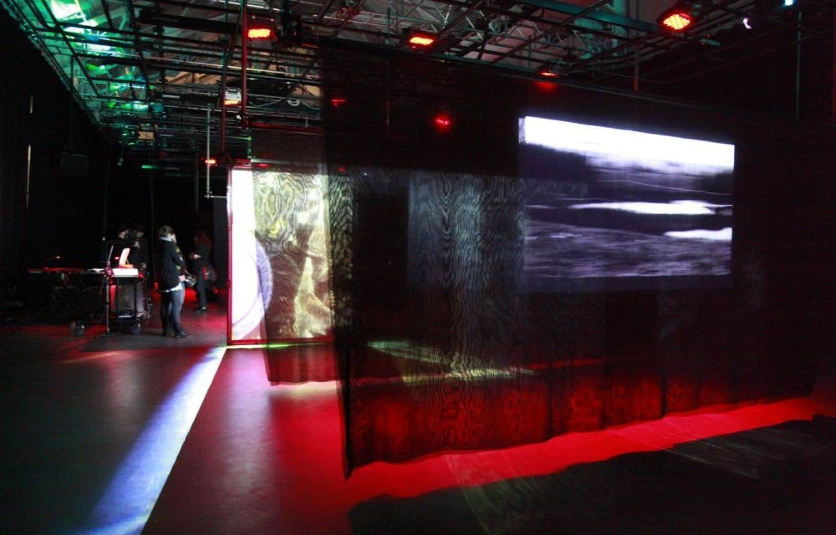 Ælab: Forces et milieux. Une installation performative de 2011 à l'Agora Hydro-Québec du Cœur des sciences de l'UQAM.