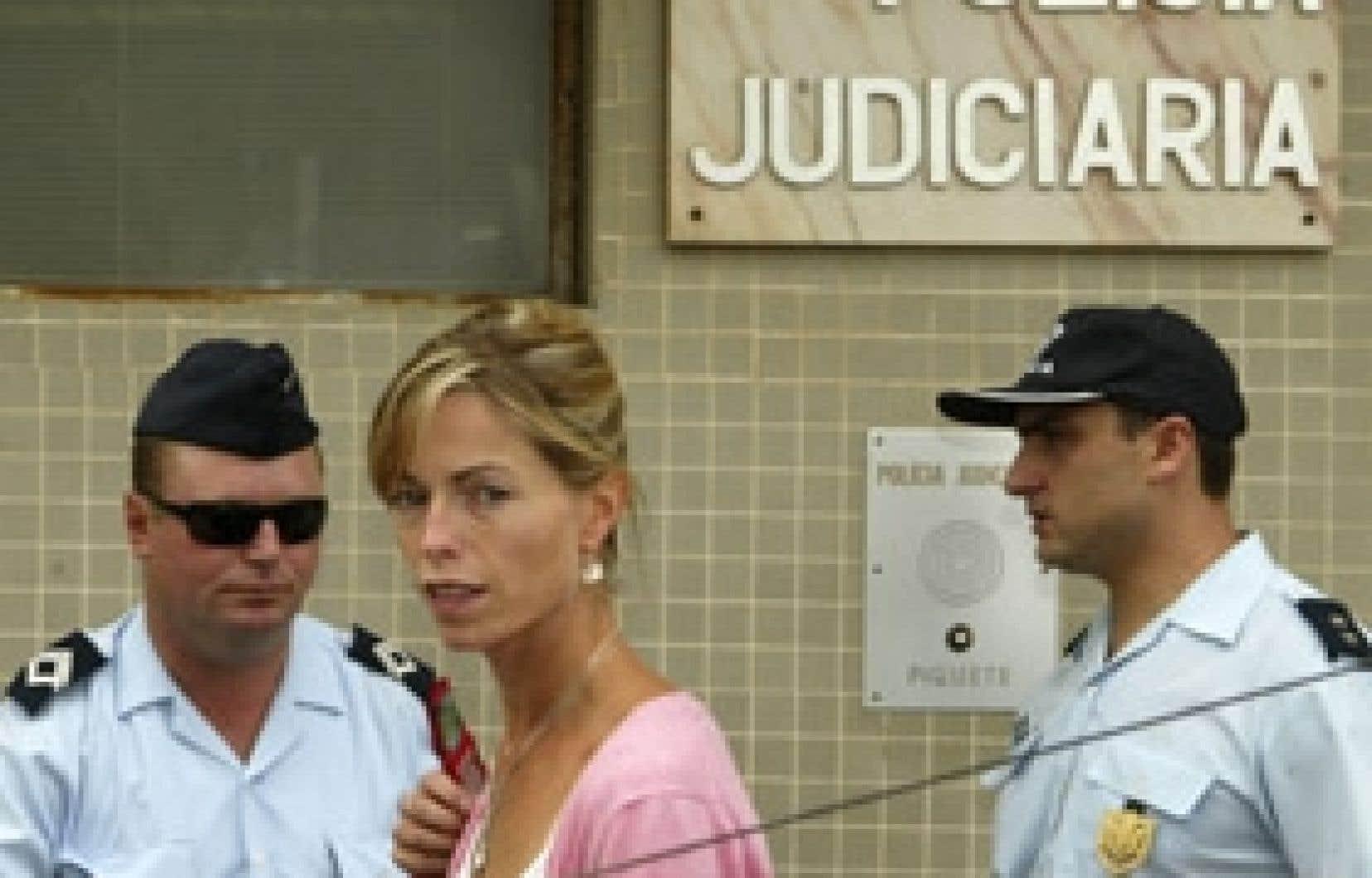 Kate McCann, la mère de la petite Madeleine, photographiée au moment d'entrer au commissariat de police.