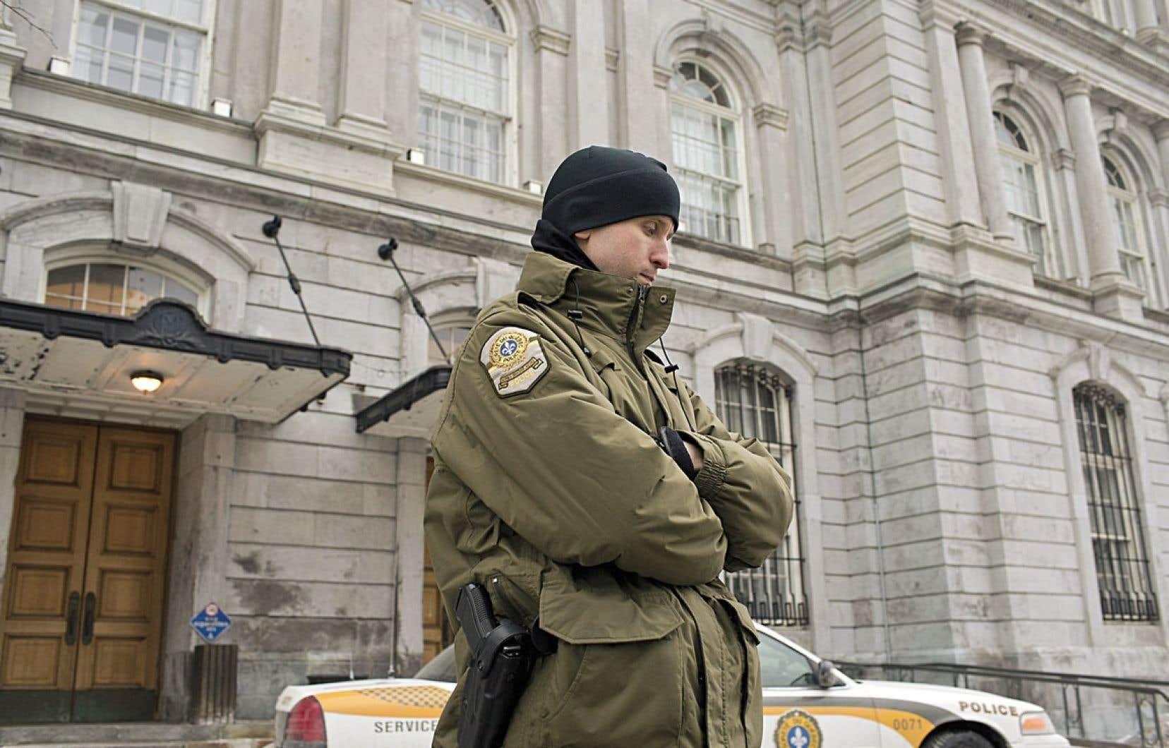 L'UPAC a investi l'hôtel de ville de Montréal cette semaine et vidé les lieux dans le cadre de son enquête.