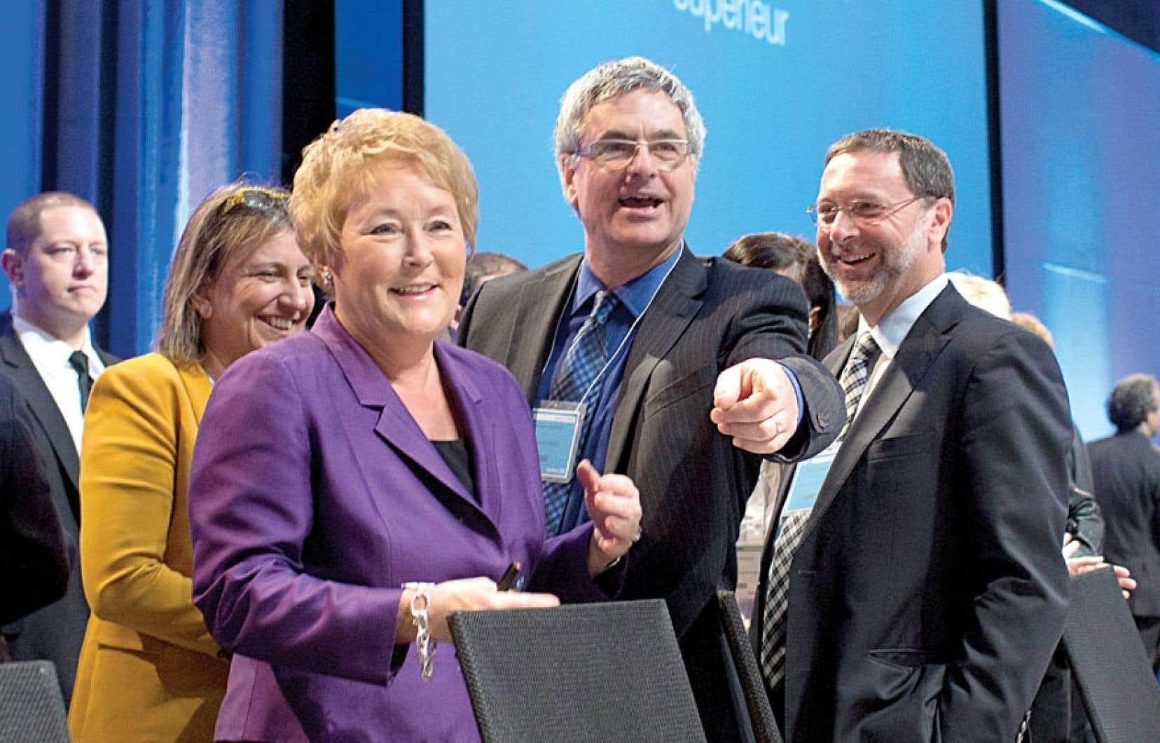 La première ministre Pauline Marois et le chef libéral par intérim, Jean-Marc Fournier, en compagnie d'Yves-Thomas Dorval, président du Conseil du patronat du Québec.