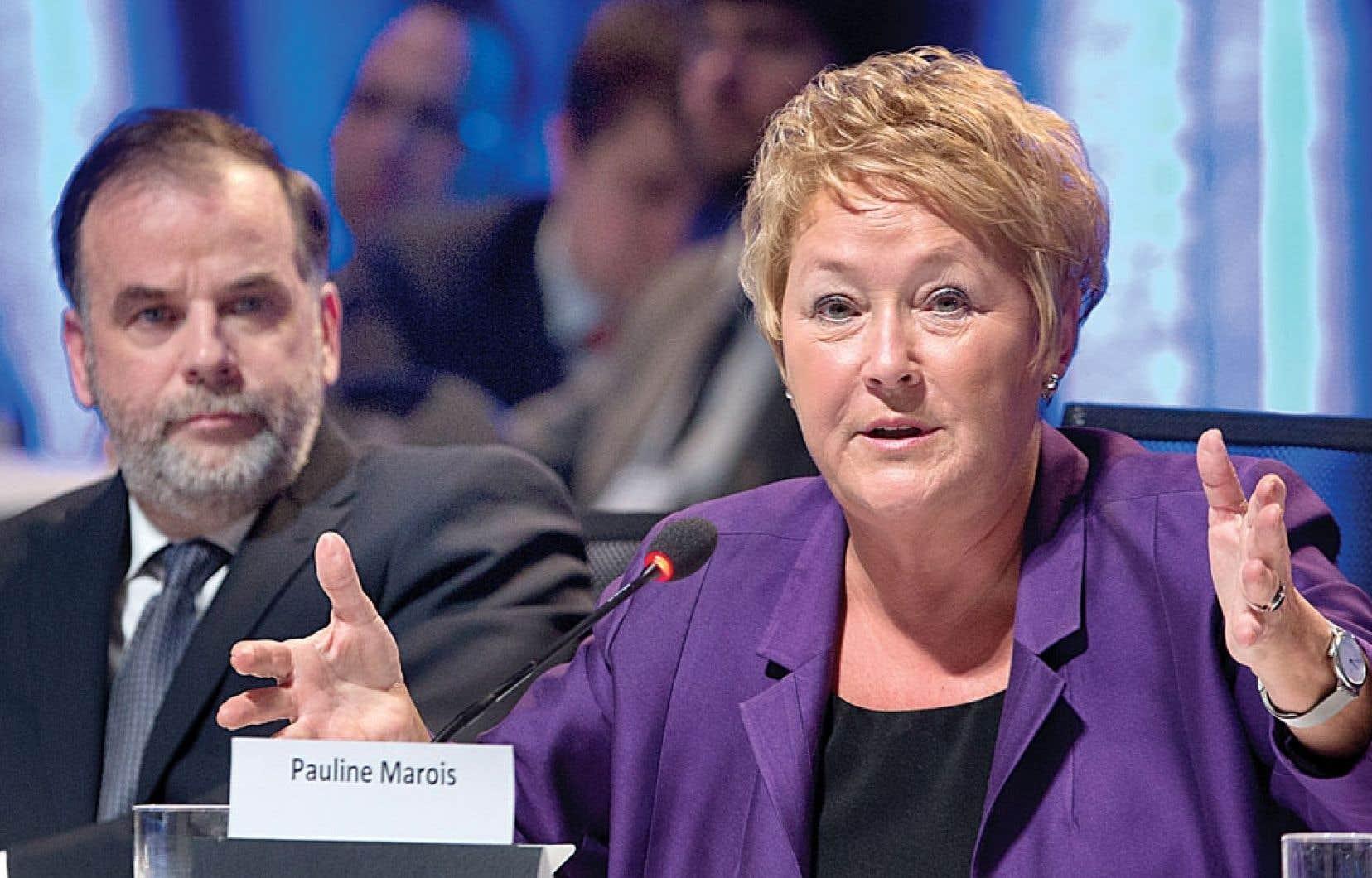 La première ministre Pauline Marois s'exprimant aux côtés du ministre Pierre Duchesne à la fin de la première journée du Sommet sur l'enseignement supérieur. Le gouvernement a abattu ses cartes à propos des droits de scolarité.