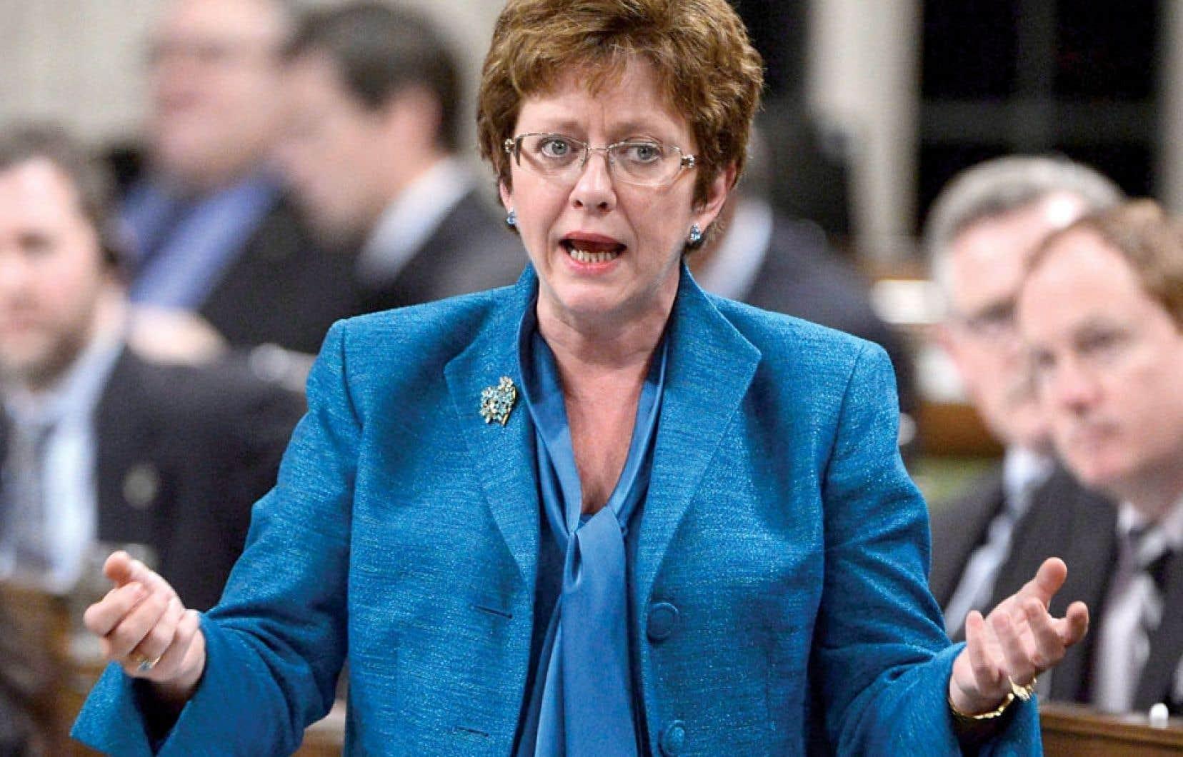 <div> La ministre Diane Finley a été forcée de se lever pour répondre au feu roulant de critiques.</div>