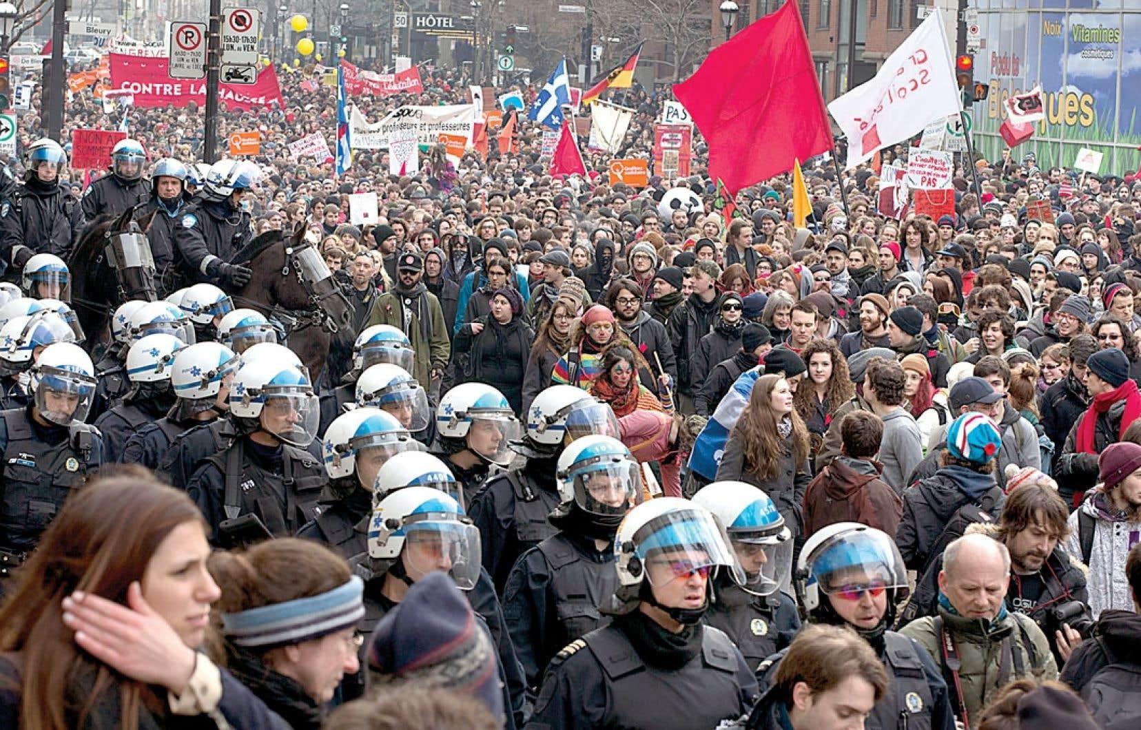 <div> La marche a été pacifique au début, mais le ton a changé lorsque les policiers ont chargé la foule après avoir reçu des projectiles.</div>