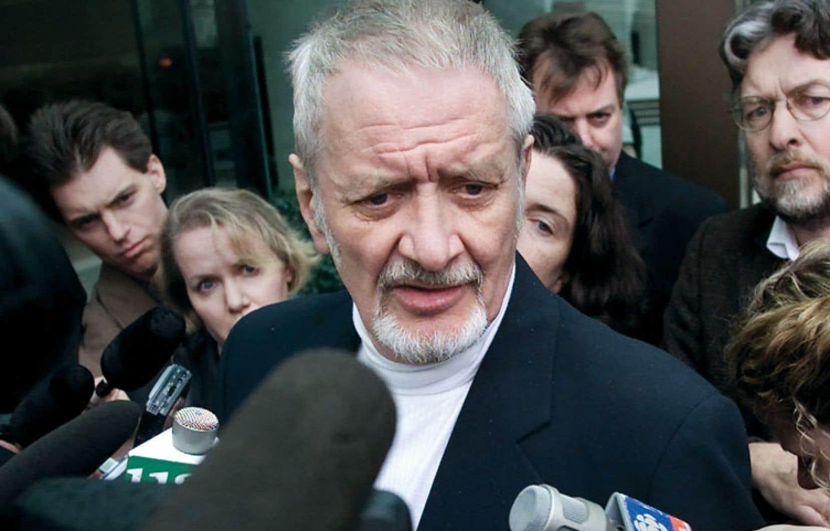 Dans la cause opposant la Couronne à John Robin Sharpe (photo), la Cour suprême a statué en 2001 qu'interdire la possession de matériel pornographique infantile ne brimait pas la liberté d'expression.