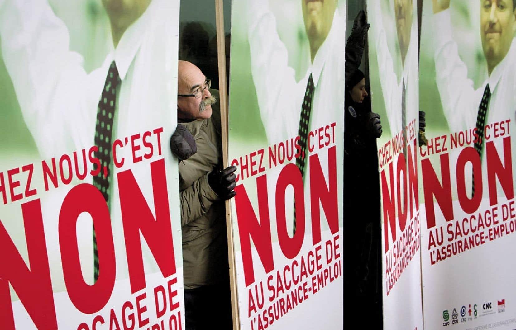 Les centrales syndicales et des groupes de chômeurs ont annoncé lundi la création d'un front commun québécois pour lutter contre la réforme de l'assurance-emploi. La conférence de presse s'est déroulée devant le complexe Guy-Favreau, à Montréal, qui abrite plusieurs bureaux fédéraux.