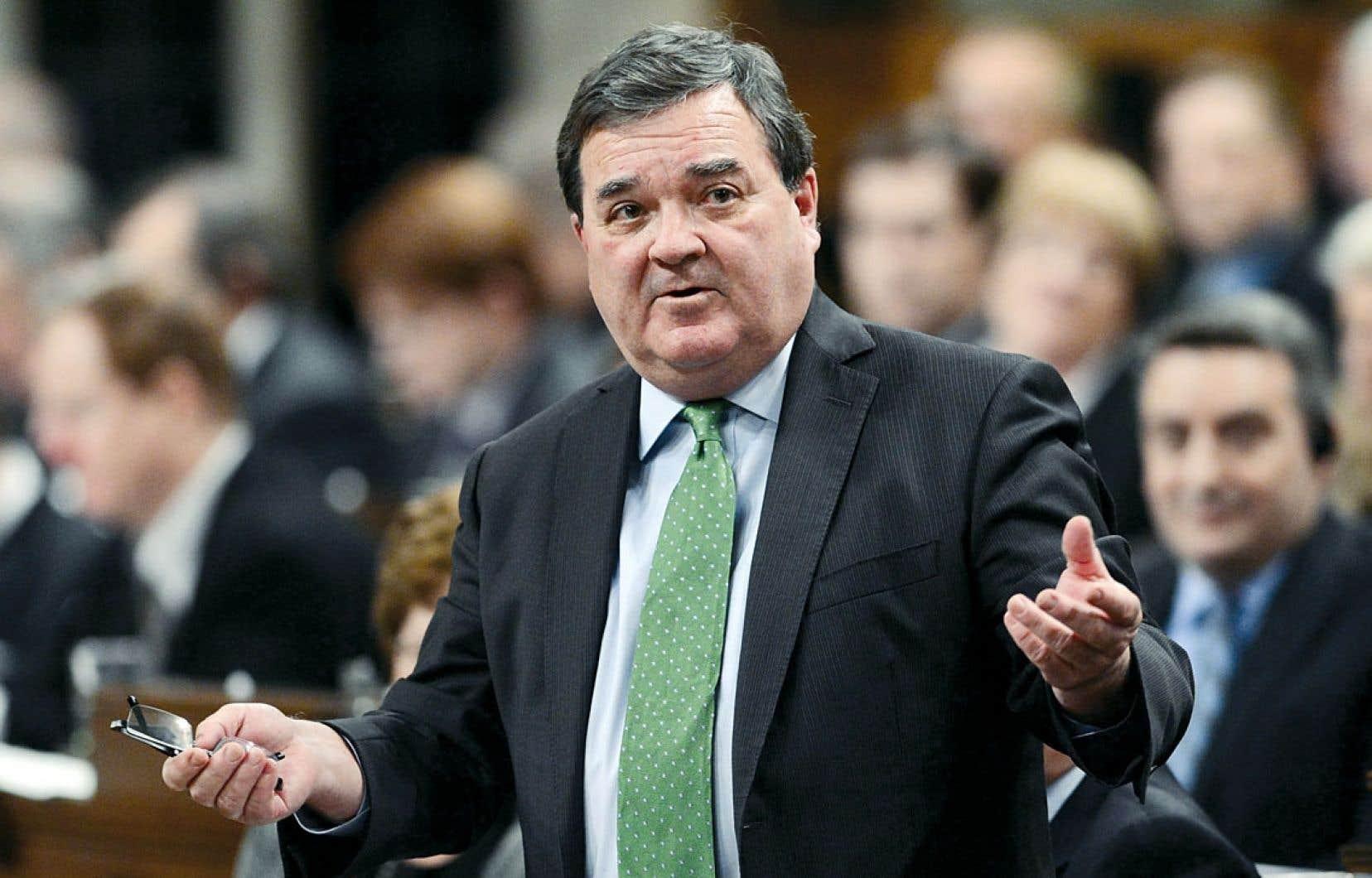 « Notre gouvernement consulte des Canadiens d'un océan à l'autre en préparation du plan d'action économique de 2013, le budget », s'est contenté d'affirmer mardi le ministre des Finances Jim Flaherty, bombardé de questions au sujet de la possibilité qu'Ottawa modifie l'entente sur le marché du travail, qui prévoit le versement de 1,95 milliard par année aux provinces.