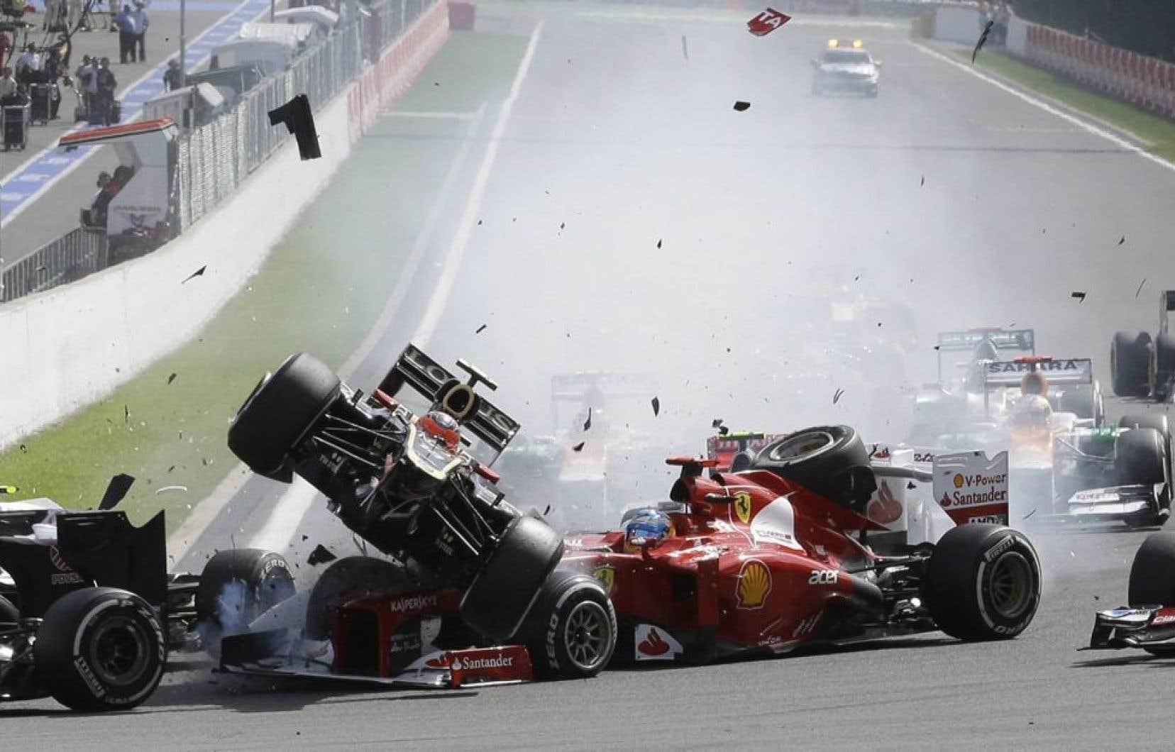 2 septembre 2012: Romain Grosjean (Lotus) entre en collision avec Fernando Alonso (Ferrari) lors du Grand Prix de Spa, en Belgique.