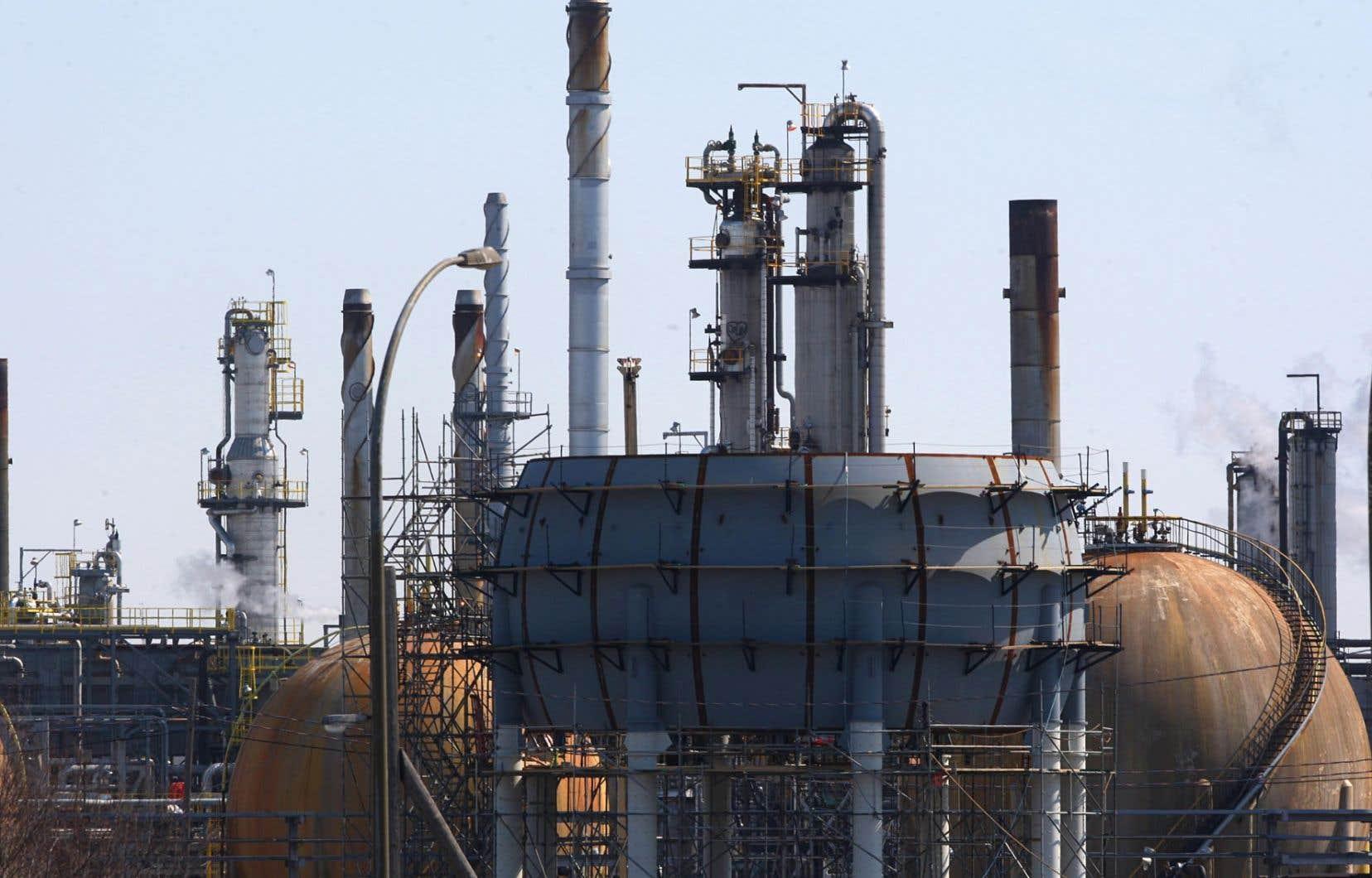 Le parti québécois songe à présenter un projet de loi d'ici quelques mois pour encadrer l'industrie pétrolière.