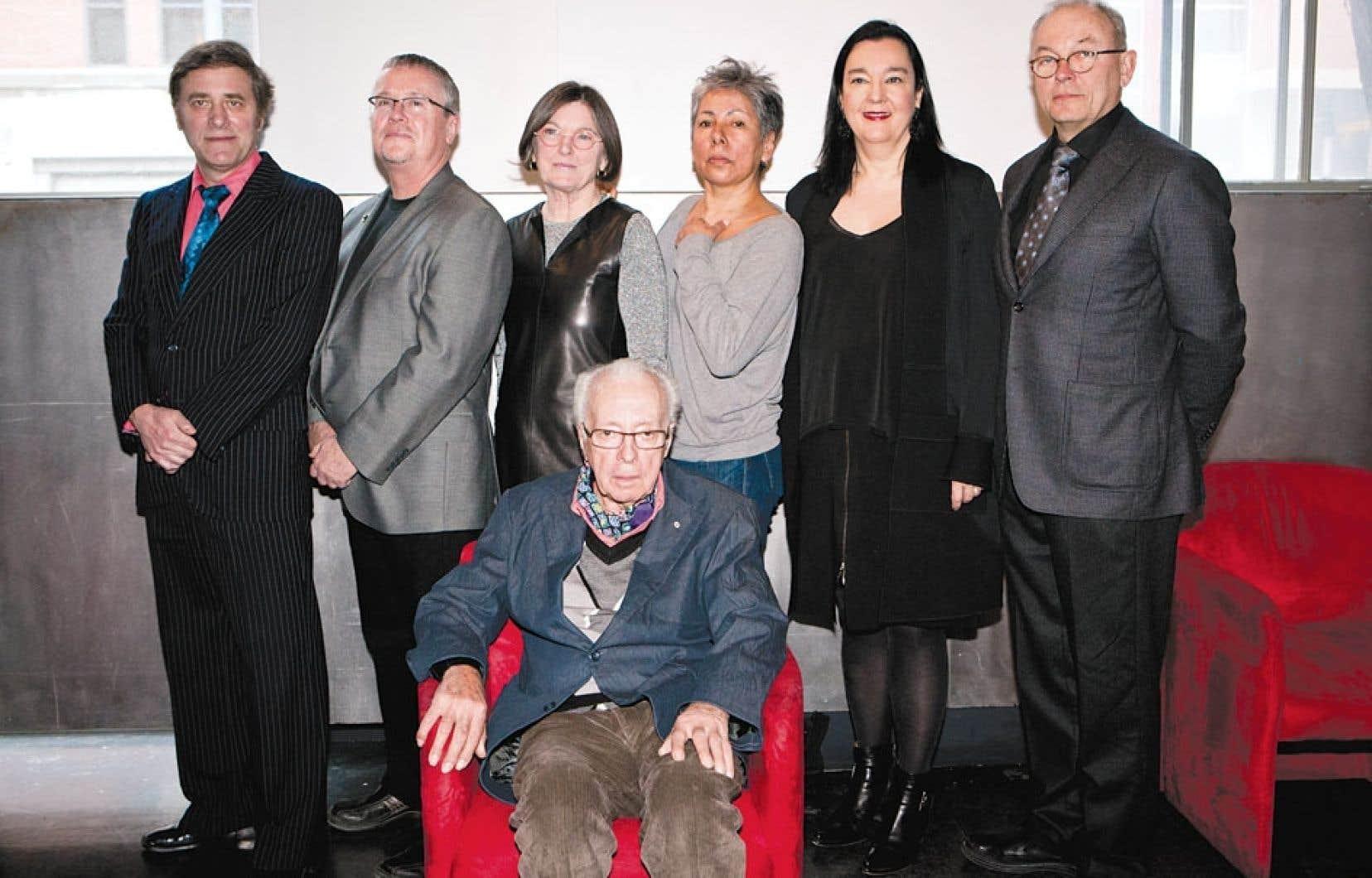 <div> Les lauréats, de gauche à droite : Gordon Monahan, Greg Payce, Colette Whiten, Rebecca Belmore, Chantal Pontbriand, William D. MacGillivray et Marcel Barbeau</div>
