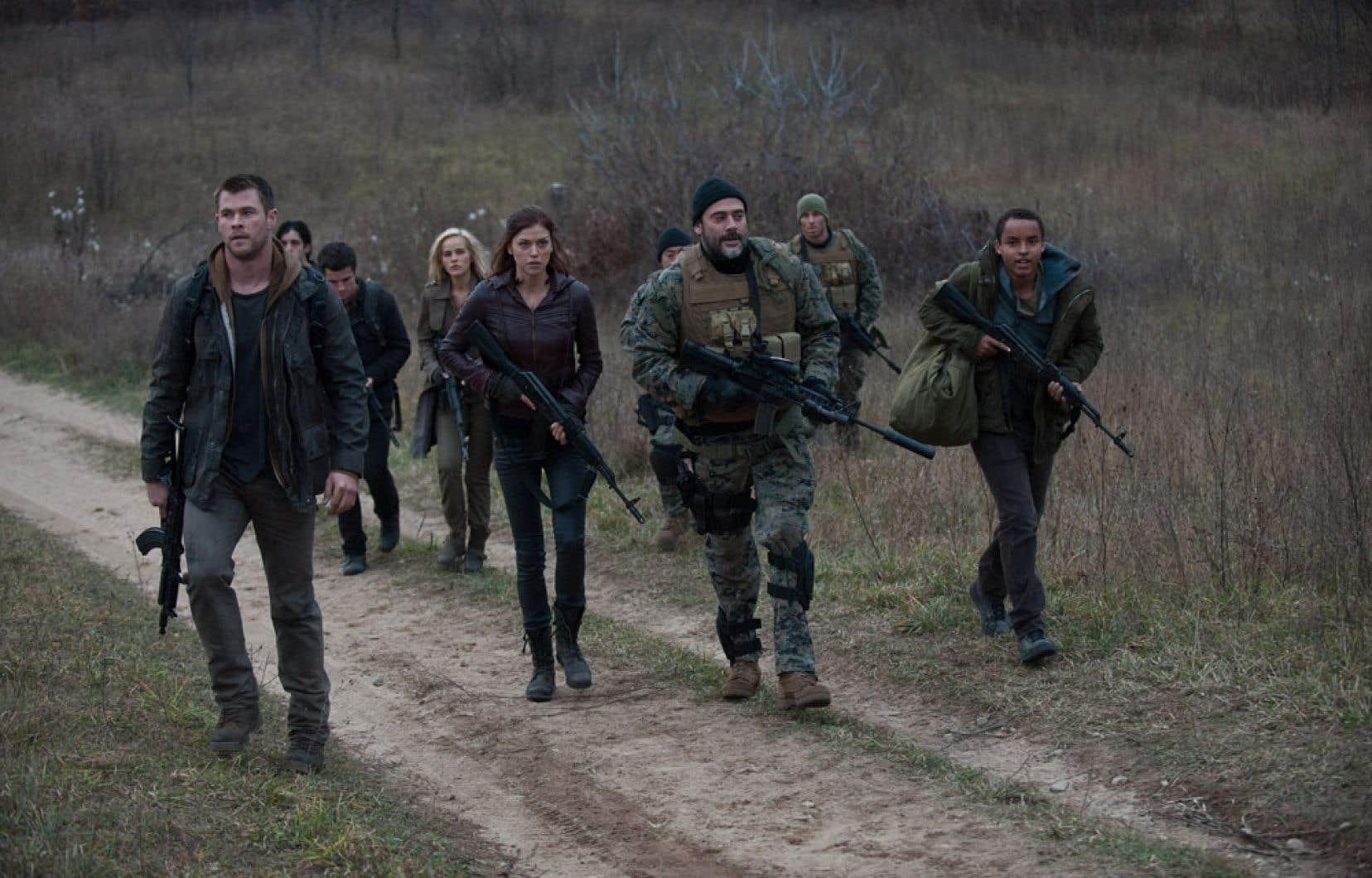Un remake d'un film culte de 1984 relatant une invasion étatsunienne par l'armée soviétique, Red Dawn, version 2012, opte pour une improbable variante nord-coréenne.