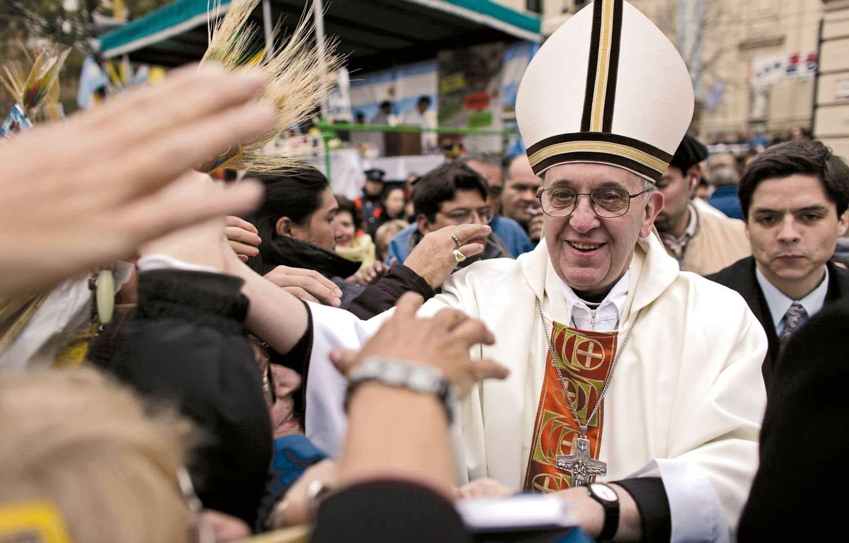 Monseigneur Jorge Mario Bergoglio célèbre une messe à la cathédrale de Buenos Aires le 14 février dernier. L'archevêque de Buenos Aires bénéficie d'un grand prestige parmi les catholiques argentins, qui apprécient sa grande disponibilité et son mode de vie dénué de toute ostentation.