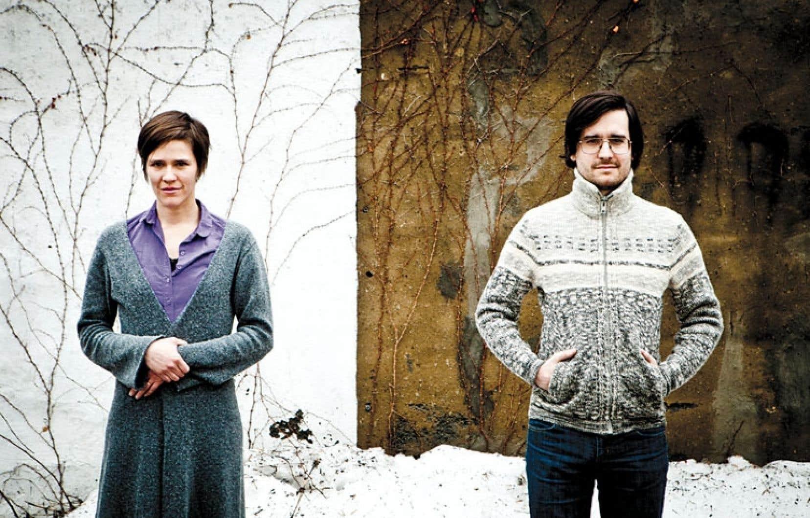 Émilie Laforest et Joseph Marchand forment un couple depuis longtemps ; ils sont mariés et parents de deux « chefs-d'œuvre ».
