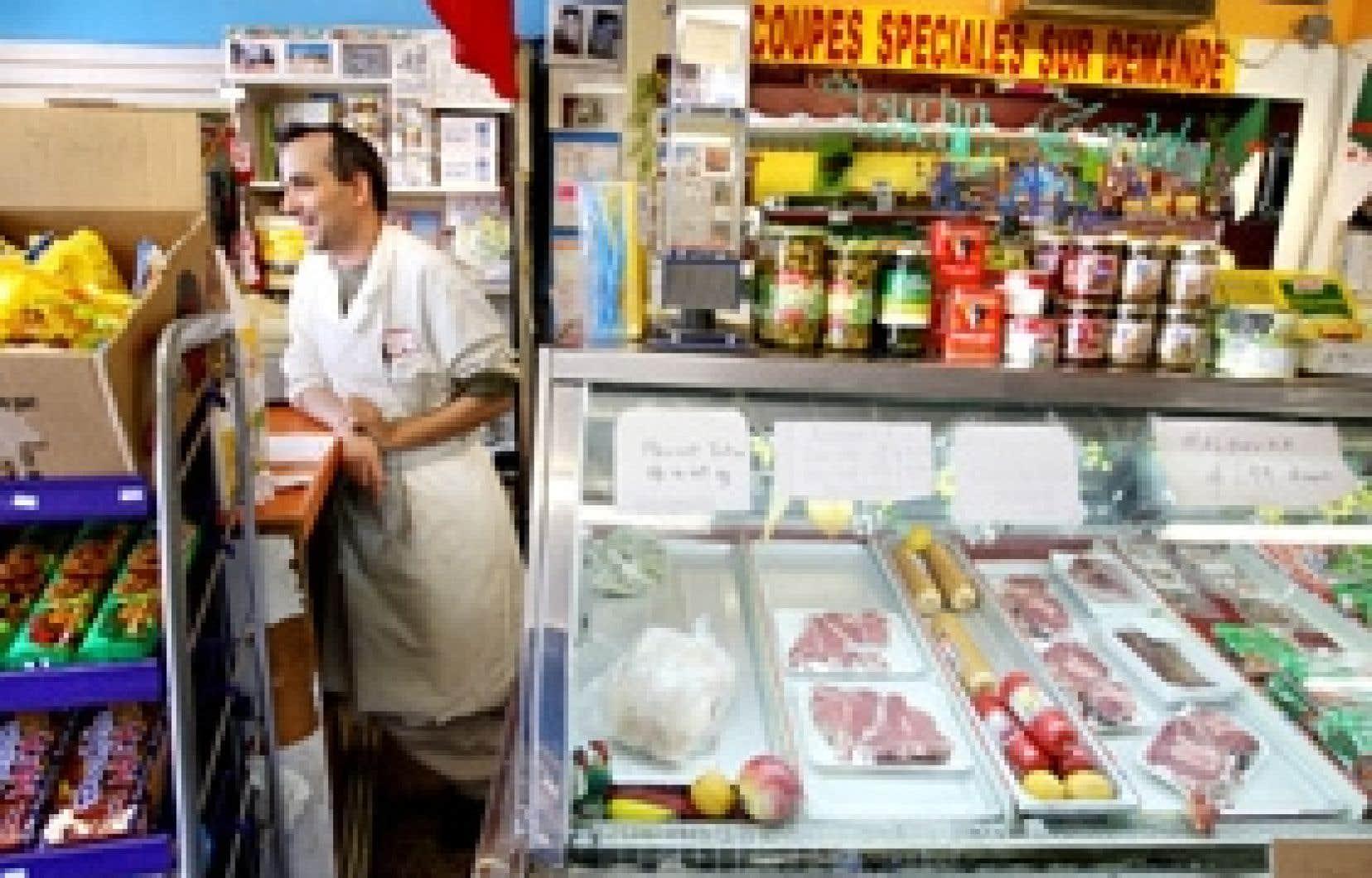 Abdel Alachaher propose différents produits maghrébins dans son commerce, le Marché Cordoba. Il vend notamment des merguez halal.