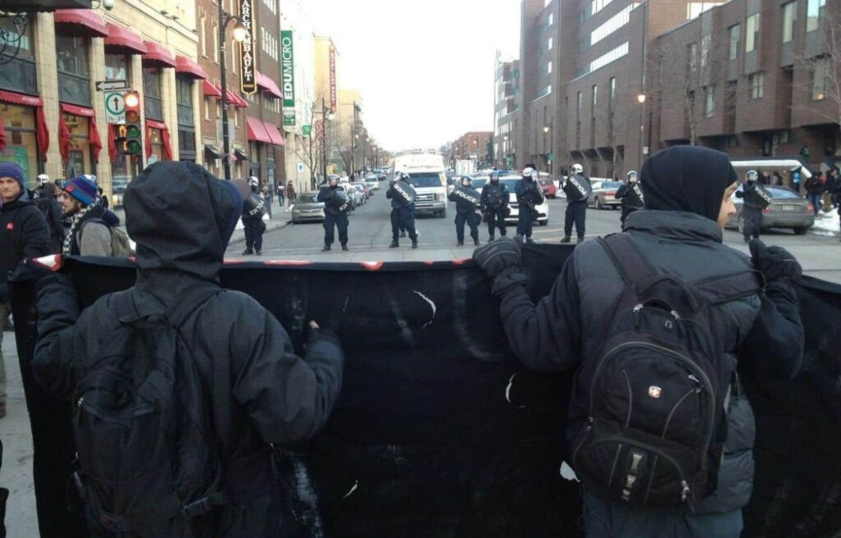 Pour plusieurs participants, la manifestation de vendredi n'a tout simplement pas eu lieu puisque les policiers ont procédé à des arrestations avant même que les manifestants ne quittent le lieu de rassemblement du parc Émilie-Gamelin.