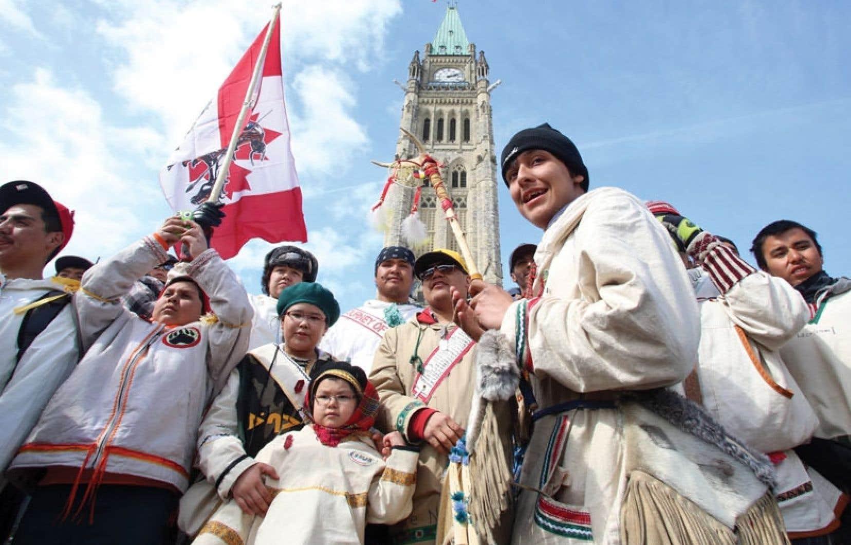 L'aventure des marcheurs ne leur a pas valu une rencontre avec le premier ministre Stephen Harper, absent pour assister à l'arrivée en sol canadien de deux pandas chinois.