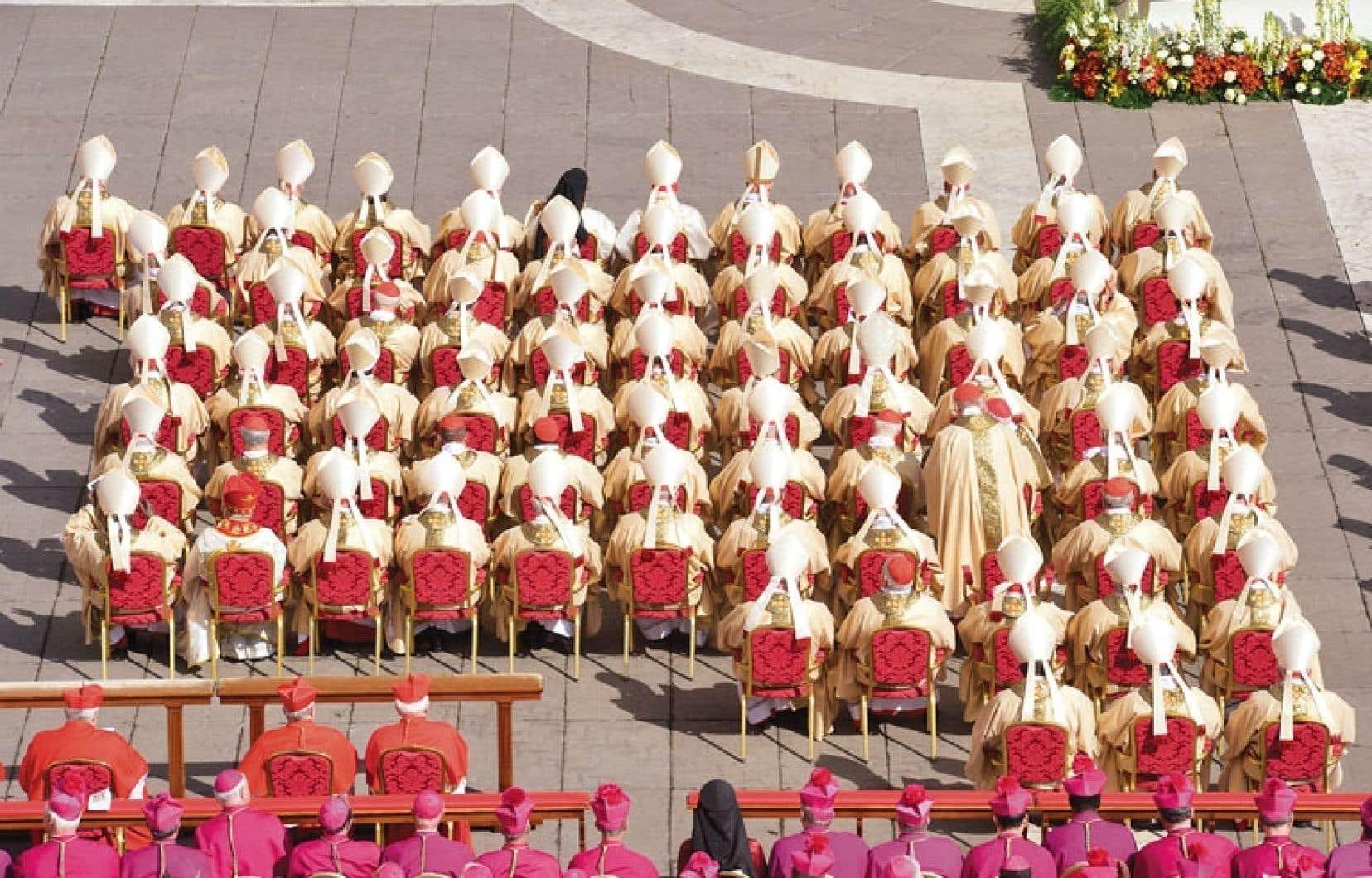 Ces vieux messieurs du Vatican, devenus incapables de penser hors du cercle étroit et vicieux de leur État d'opérette