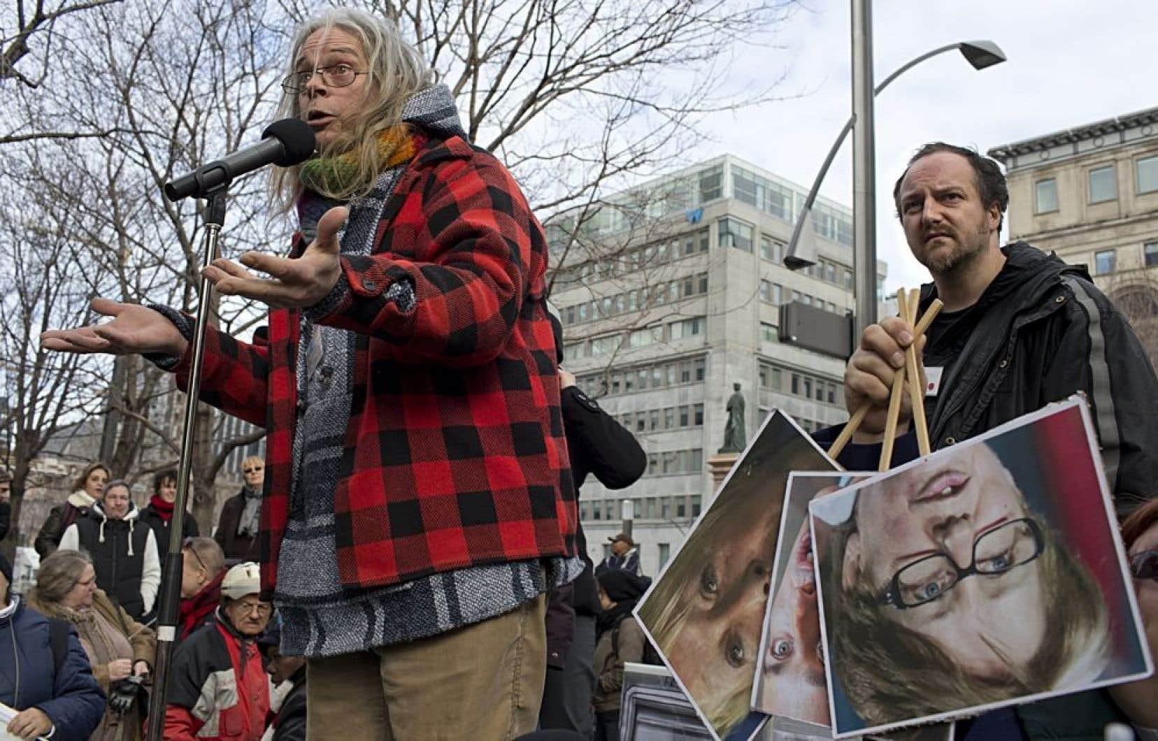 Manifestation pour dénoncer les coupes projetées à l'aide sociale, en mars dernier à Montréal. En 2012, 7 % de la population du Québec vivait avec l'aide sociale, dont 108 000 enfants.