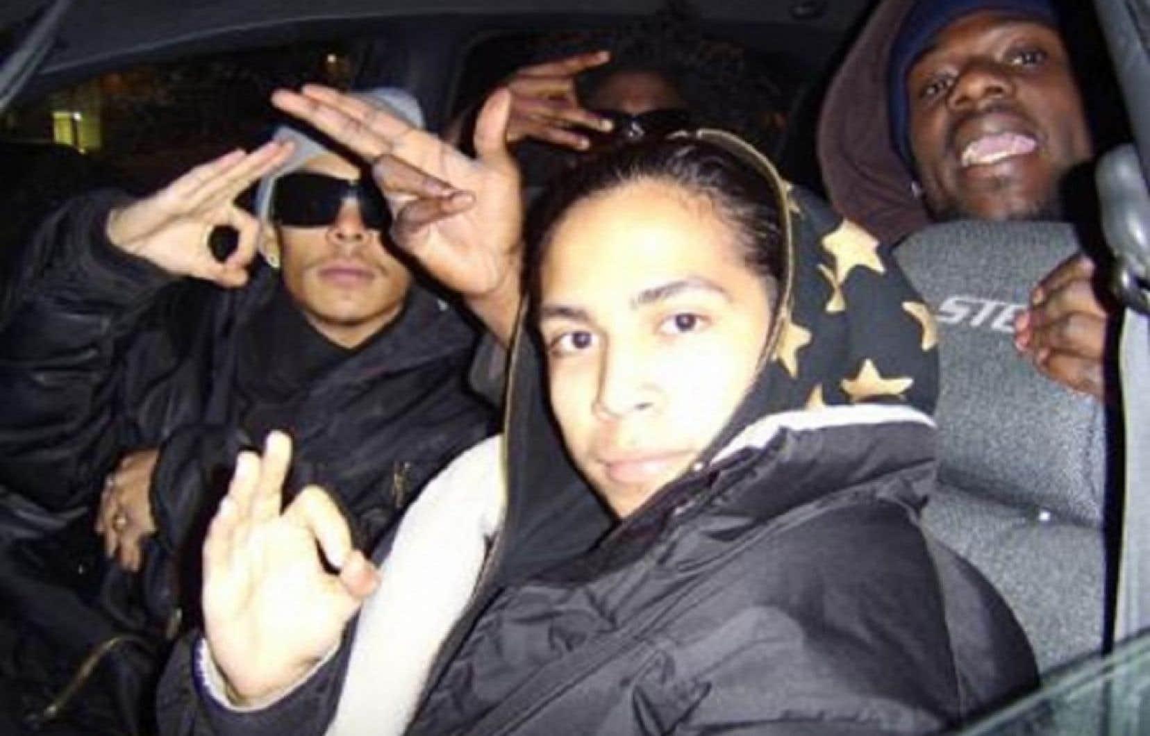 Fredy Villanueva, au centre, avec son frère Danny à gauche et un ami
