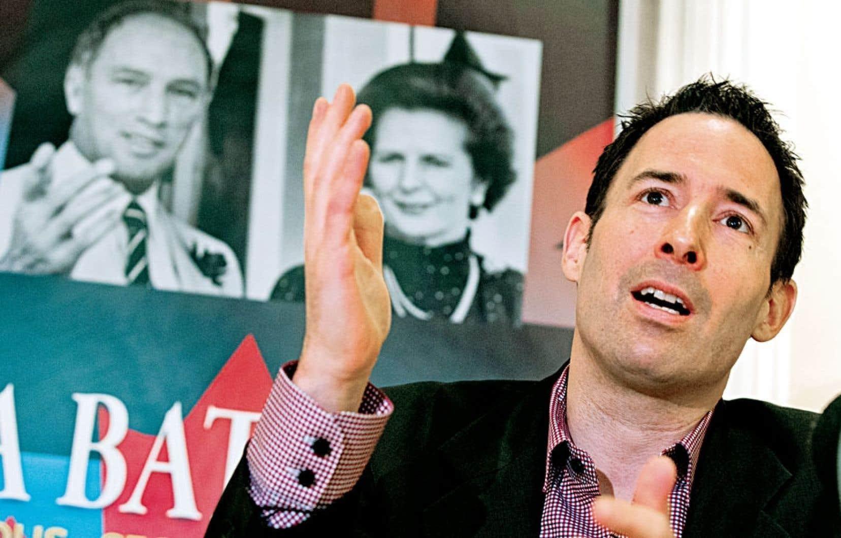 L'historien Frédéric Bastien en conférence de presse lors du lancement de son essai intitulé La bataille de Londres, lundi à Montréal.