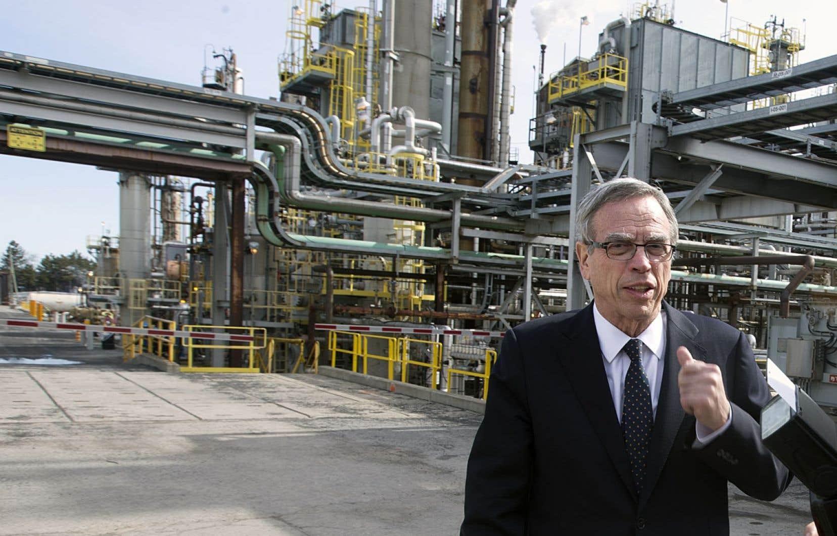 En visite à la raffinerie montréalaise de Suncor, le ministre fédéral des Ressources naturelles, Joe Oliver, a plaidé en faveur du pétrole canadien.