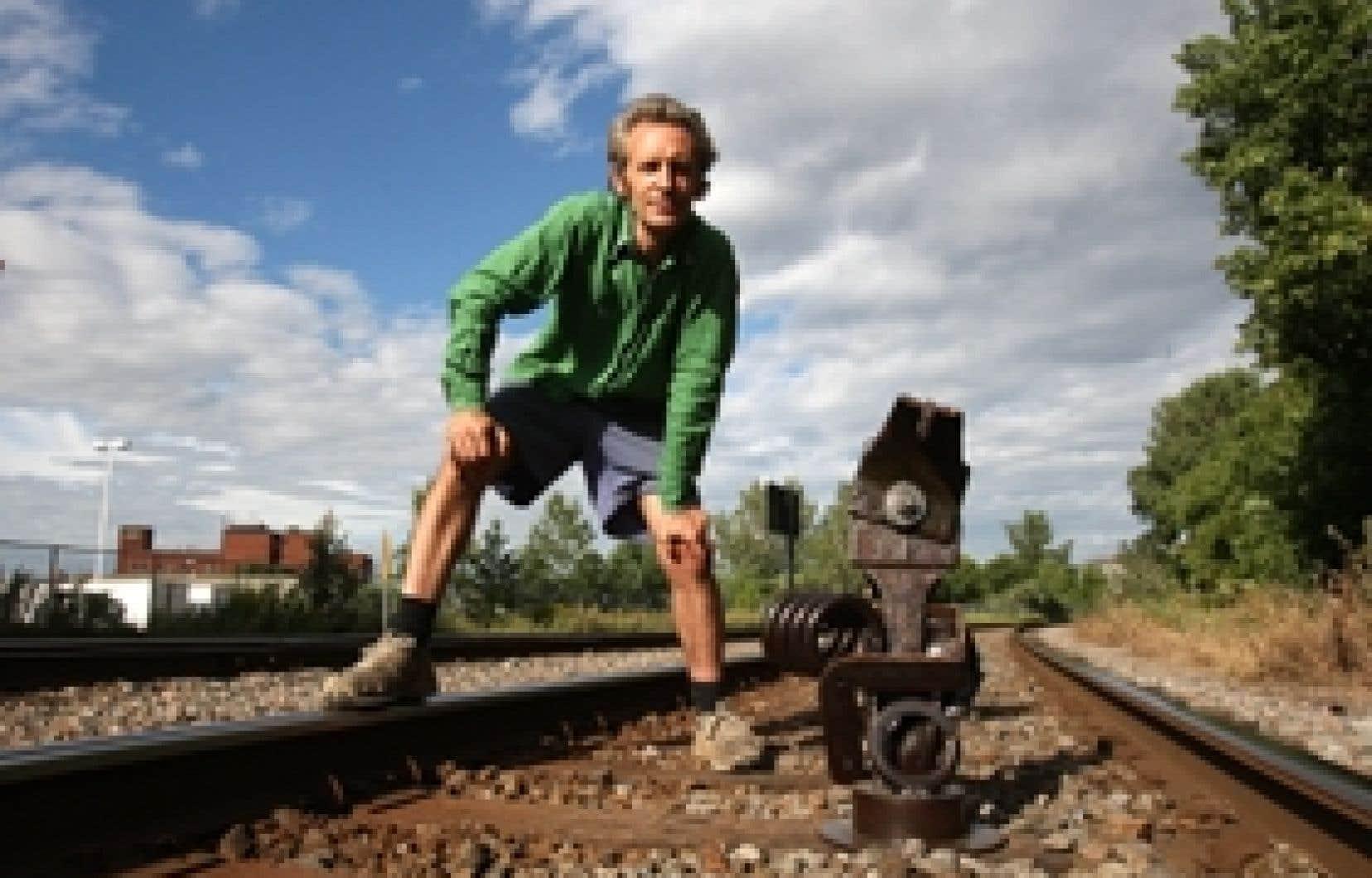 Glen Lemesurier a récupéré toutes sortes de pièces métalliques de la gare de triage d'Outremont. Son art est devenu ferroviaire.