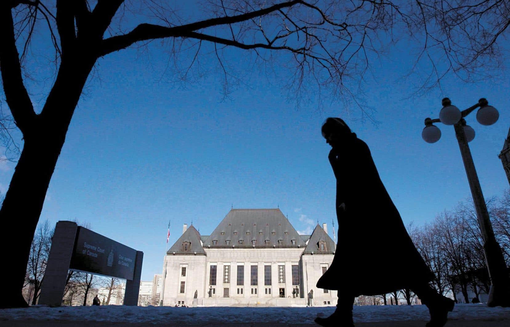 La Cour suprême du Canada va « examiner » les allégations visant l'ancien juge en chef Bora Laskin contenues dans un ouvrage sur le rapatriement de la Constitution de 1982.