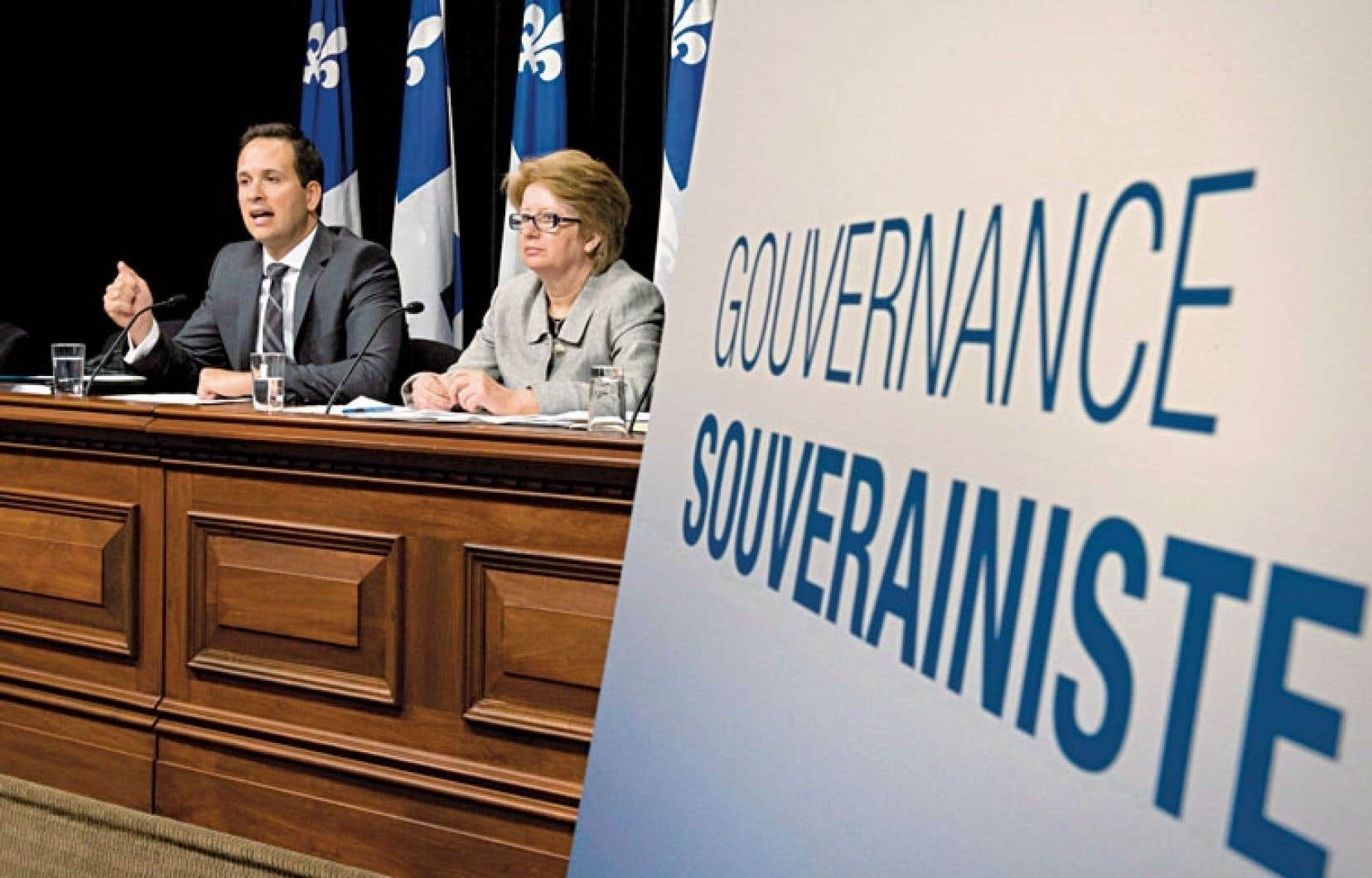 Le ministre des Affaires intergouvernementales canadiennes et de la Gouvernance souverainiste, Alexandre Cloutier, et la ministre du Travail, de l'Emploi et de la Solidarité sociale, Agnès Maltais