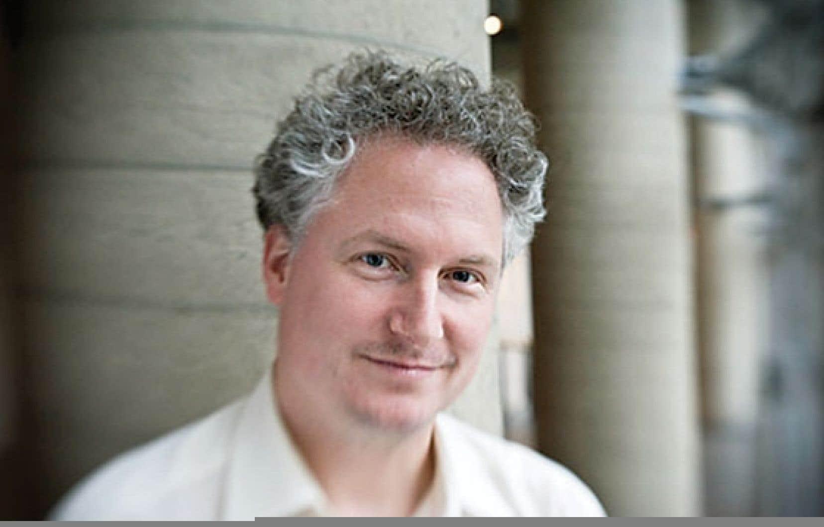 Pour Jean-Hugues Roy, ancien journaliste à Radio-Canada et professeur à l'UQAM, le gouvernement du Québec devrait travailler à mettre ses données numériques au service du citoyen et de la démocratie, plutôt qu'à celui de la culture du secret.