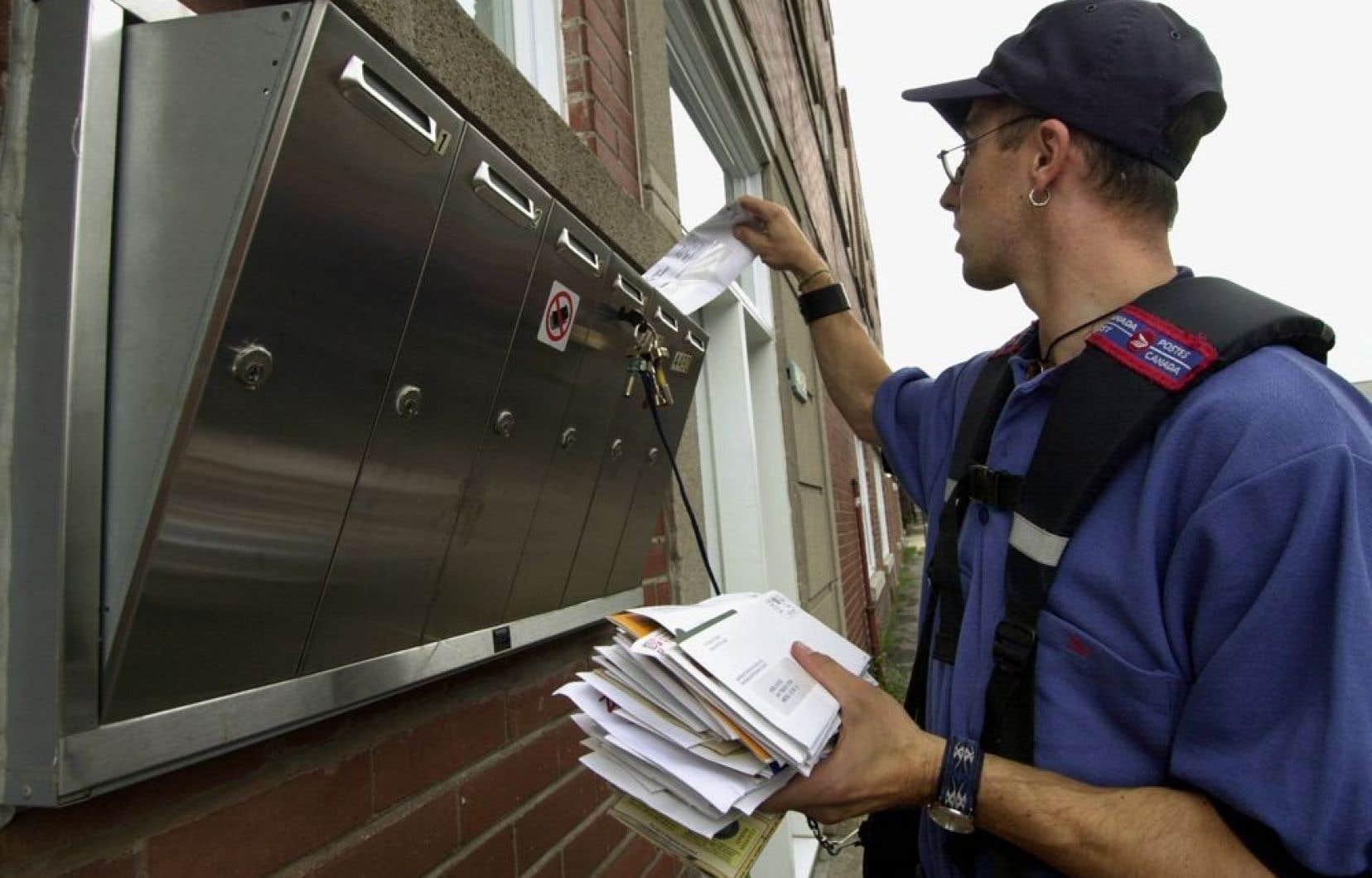 L'arrêt de la livraison à domicile en zone urbaine — au profit des boîtes postales communautaires — est l'option dont les répercussions financières seraient les plus importantes.