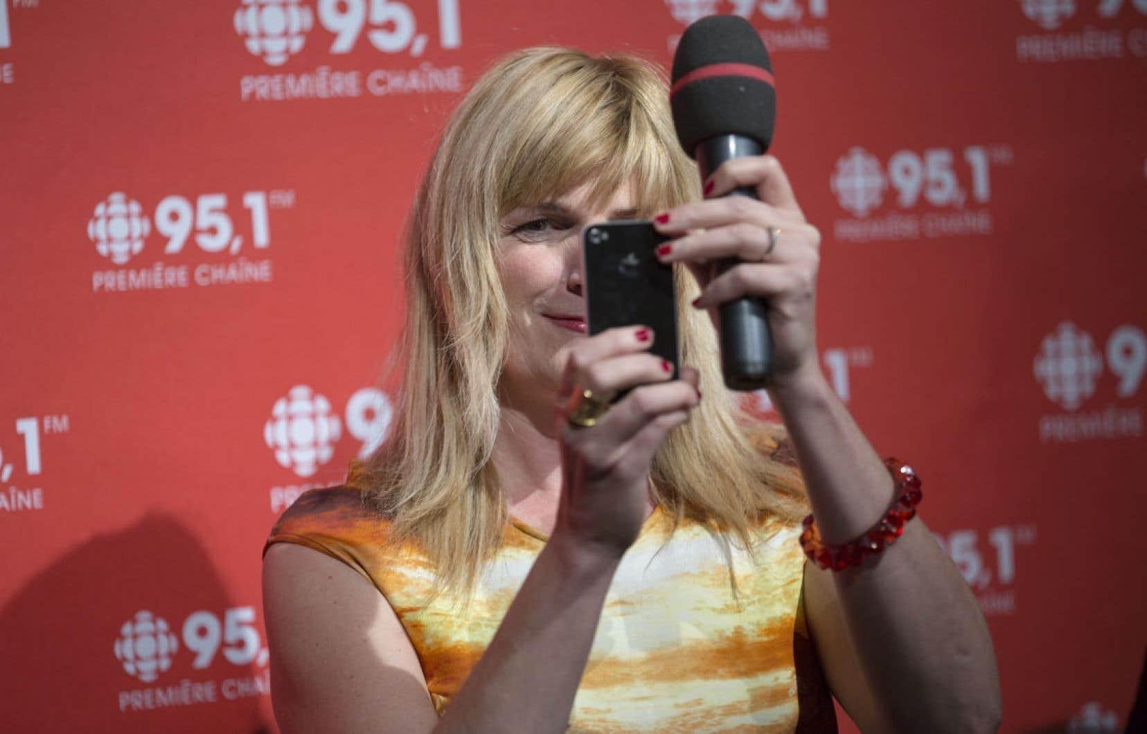 Marie-France Bazzo a dit vouloir être branchée sur le Grand Montréal et favoriser l'interactivité - « ça va twitter », a-t-elle soutenu - pour sa nouvelle émission matinale, en ondes dès septembre.