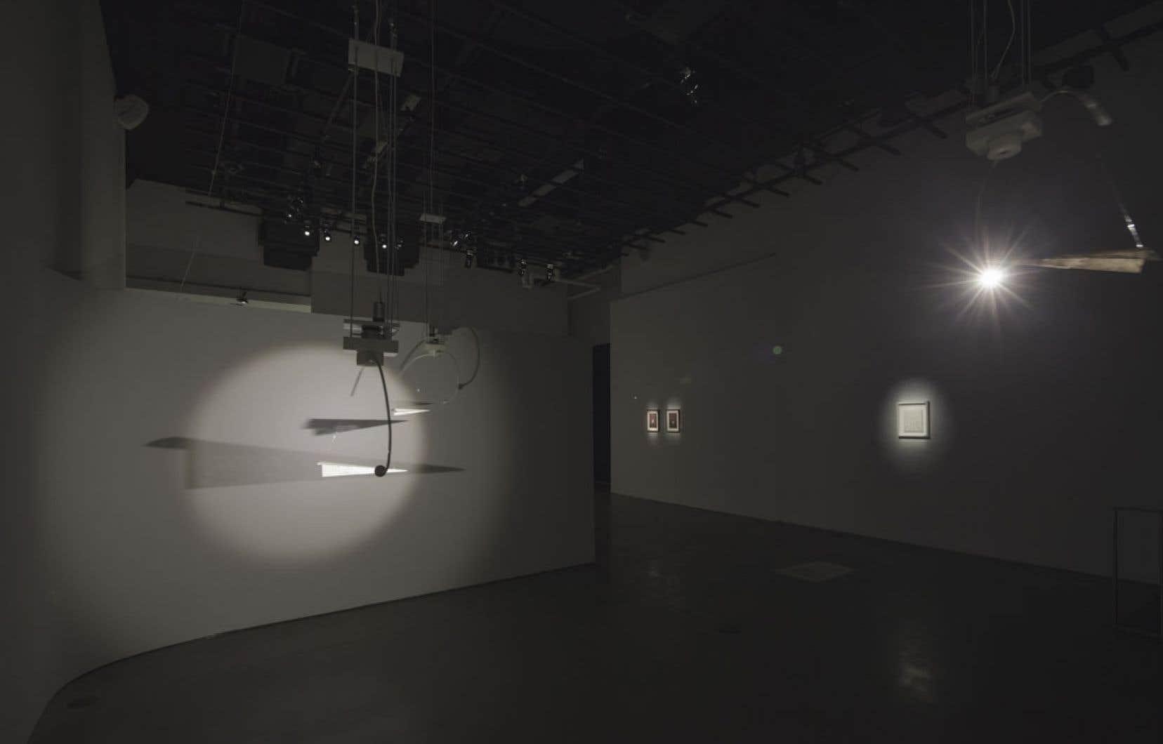 Vidéaste, artisane de la lumière et du mouvement, Pavitra Wickramasinghe fonde sa pratique sur les illusions.