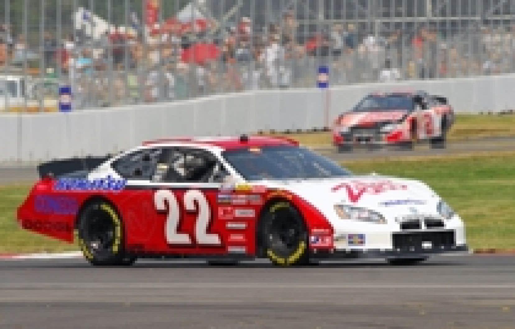 Patrick Carpentier (n° 22) se voit confier un premier volant en NASCAR cette année et espère que cela lui servira de tremplin pour la fin de la saison, voire pour 2008.