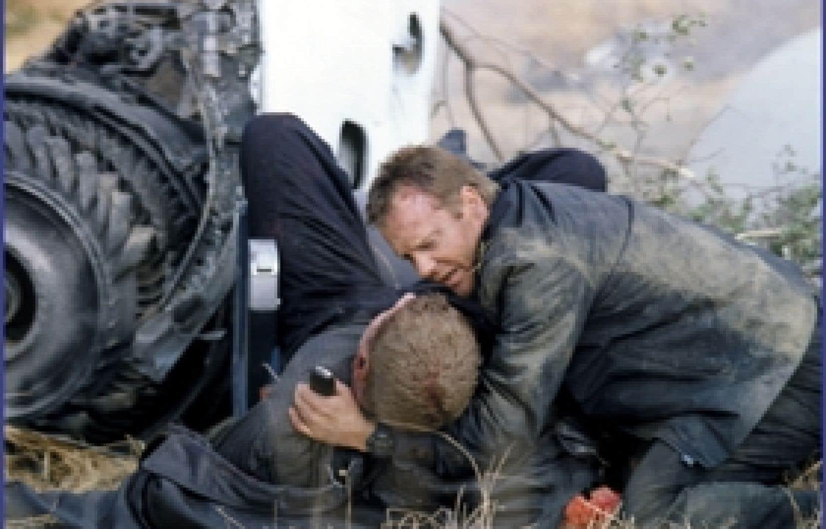 «24 est le parfait abrégé des théories du complot de notre époque.» Sur la photo, l'agent Jack Bauer, incarné par Kiefer Sutherland, dans une des nombreuses péripéties de cette télésérie.