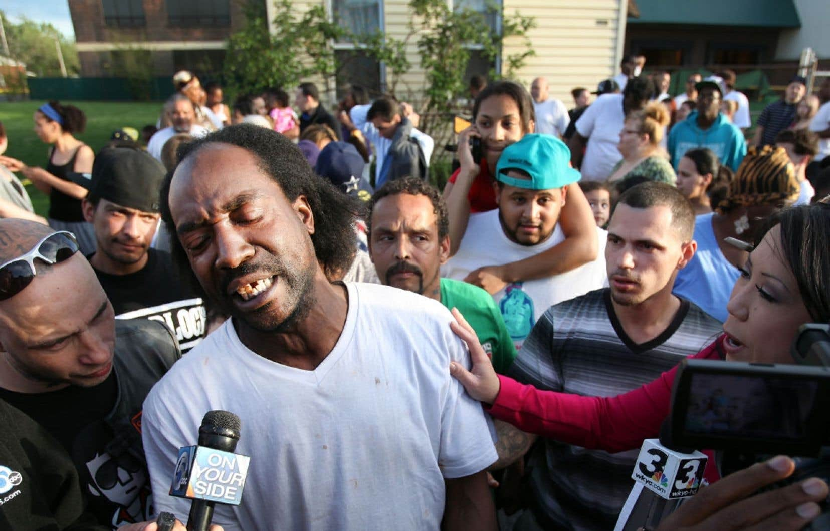 Charles Ramsey, le voisin énergique qui a libéré trois jeunes filles kidnappées à Cleveland, est devenu mardi, avec son accent plein de gouaille et ses formules-chocs, le chouchou des médias et des internautes américains, qui se repassent ses interviews en boucle.