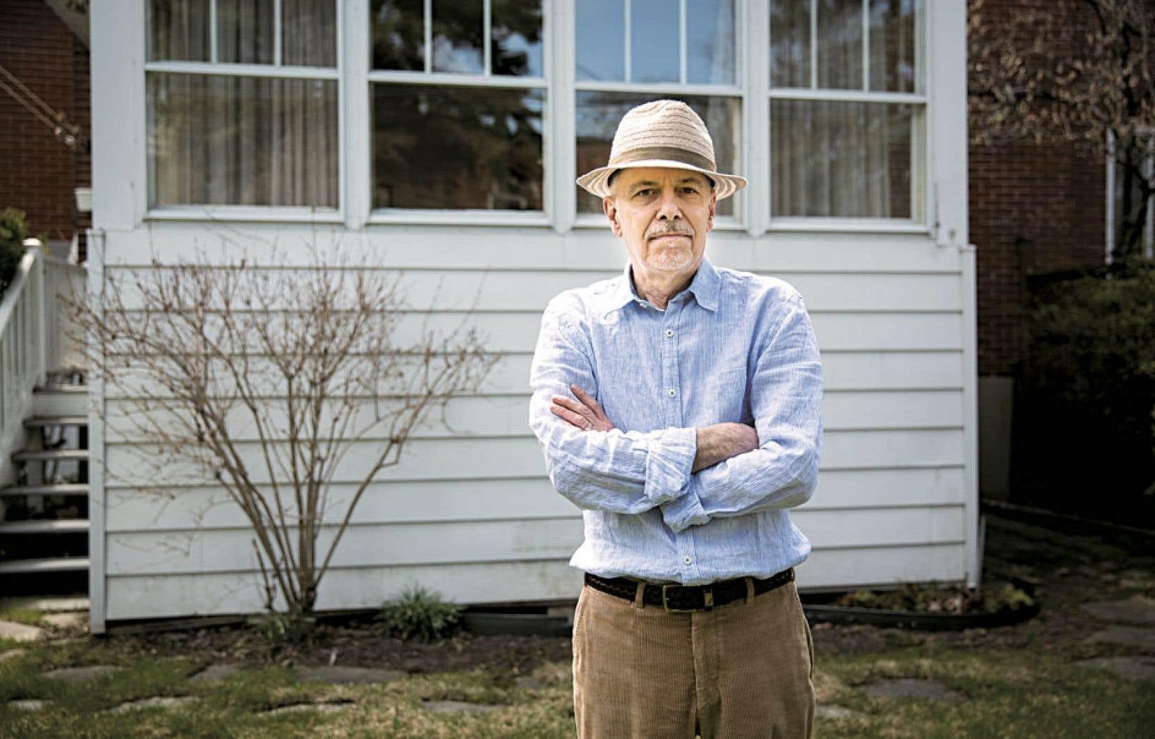 André Major a besoin d'un ailleurs, proche ou lointain, afin de pouvoir supporter l'ici. La campagne ou la ville, le Québec ou l'étranger, il lui faut ne serait-ce que la possibilité d'une évasion.