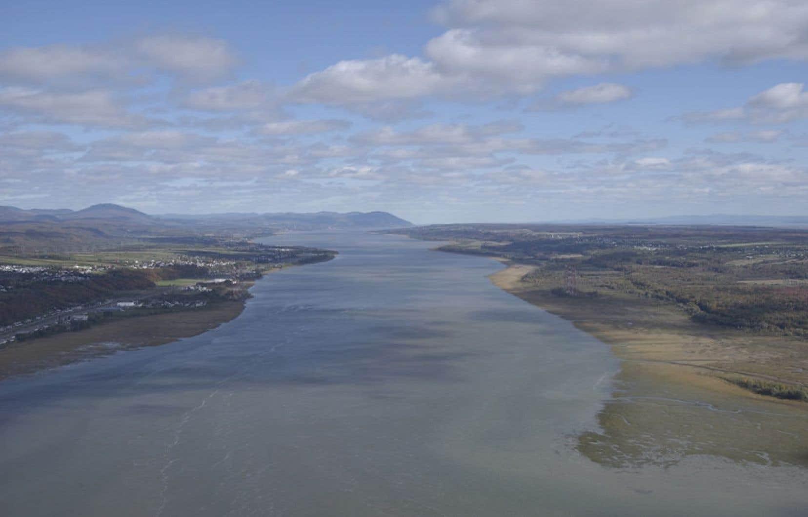 La majeure partie du bassin des basses terres du Saint-Laurent comprises de part et d'autre du fleuve entre Montréal et Québec contient un grès poreux situé à au moins 800 mètres sous terre.
