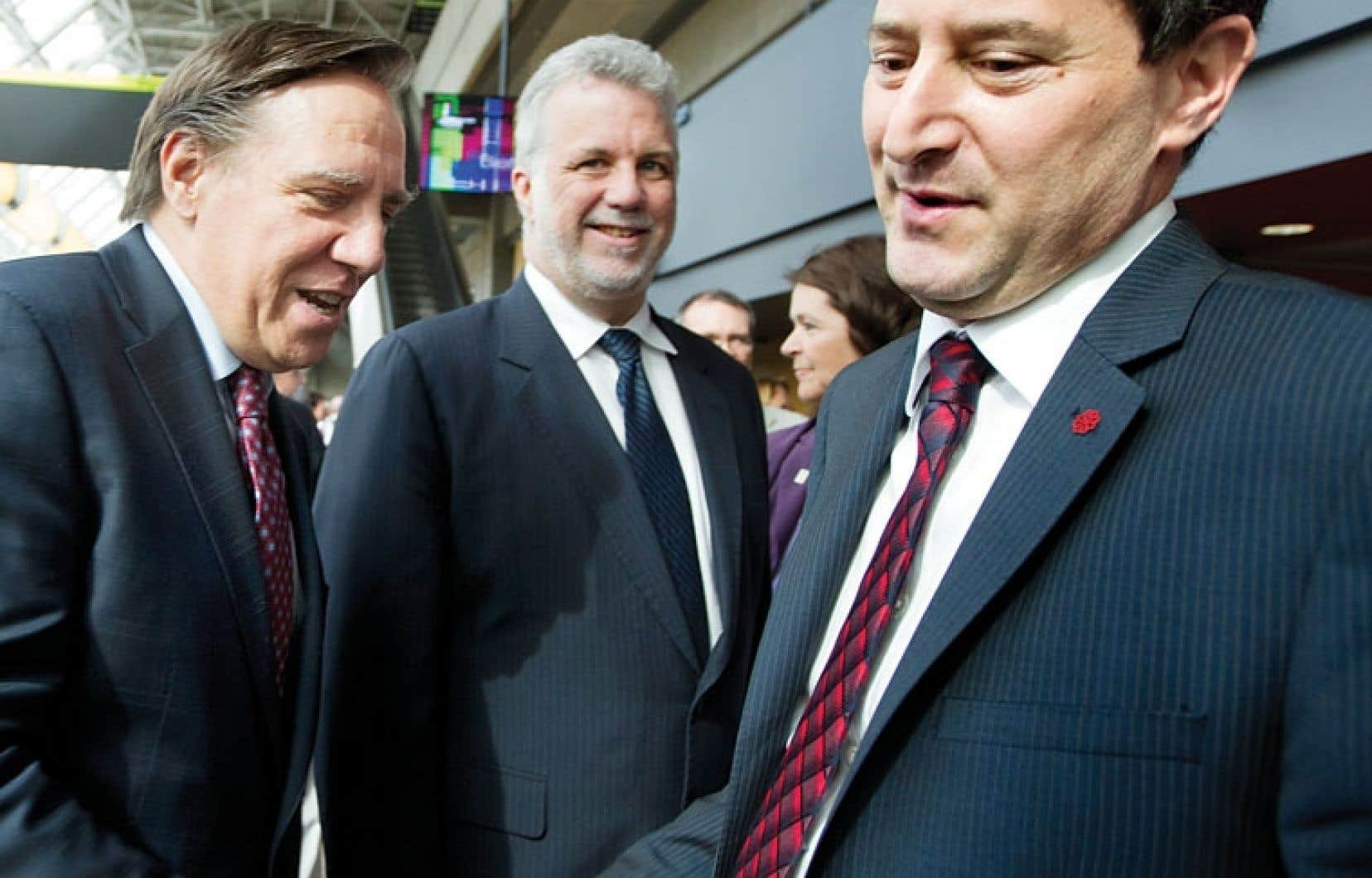 <div> François Legault, Philippe Couillard et Michael Applebaum ont participé jeudi à l'ouverture des assises de l'UMQ, le jour même où l'UPAC frappait à Laval.</div>