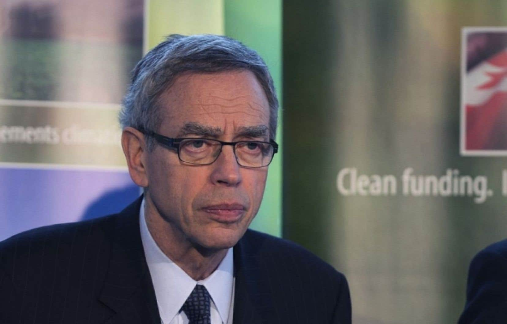 Joe Oliver a effectué plusieurs déplacements aux États-Unis pour vendre les ressources canadiennes et le bilan national en matière d'environnement.