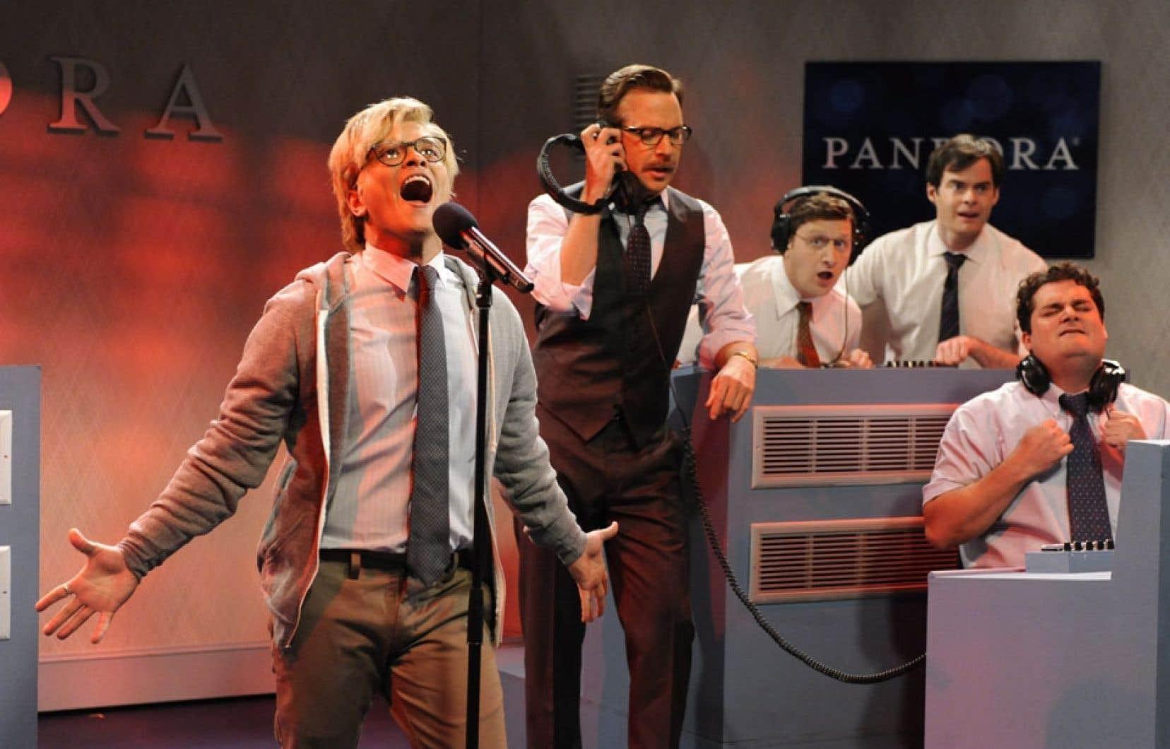 Saturday Night Live est un classique show de variétés avec sketches, prestation musicale, bulletin de nouvelles bidon et monologue d'un animateur différent chaque semaine.