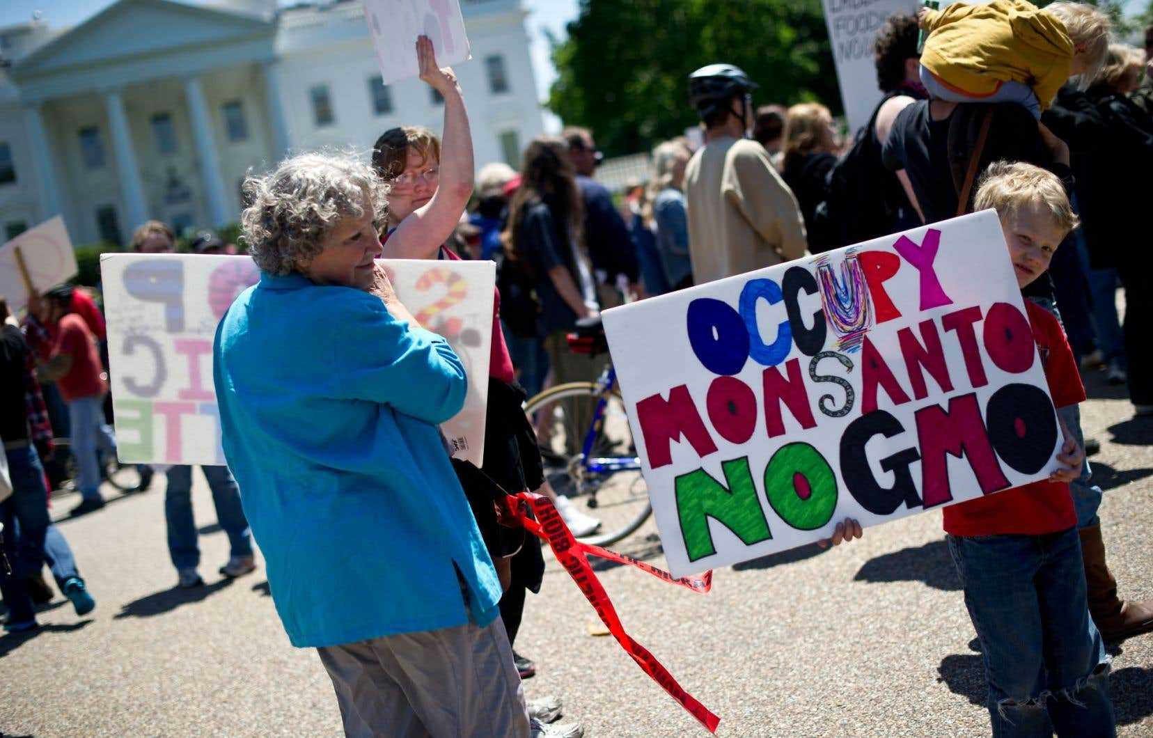 Des centaines de manifestants ont dénoncé Monsanto devant la Maison-Blanche, à Washington.