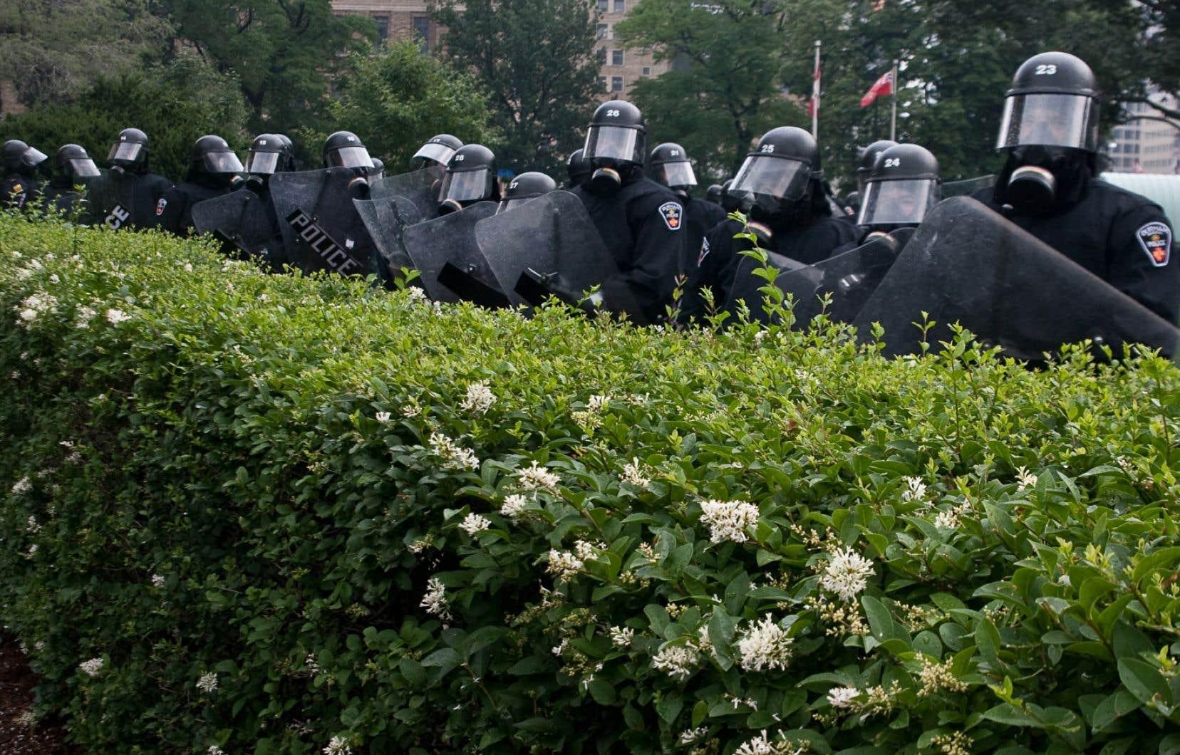 Policiers lors des manifestations du G20 en juin 2010