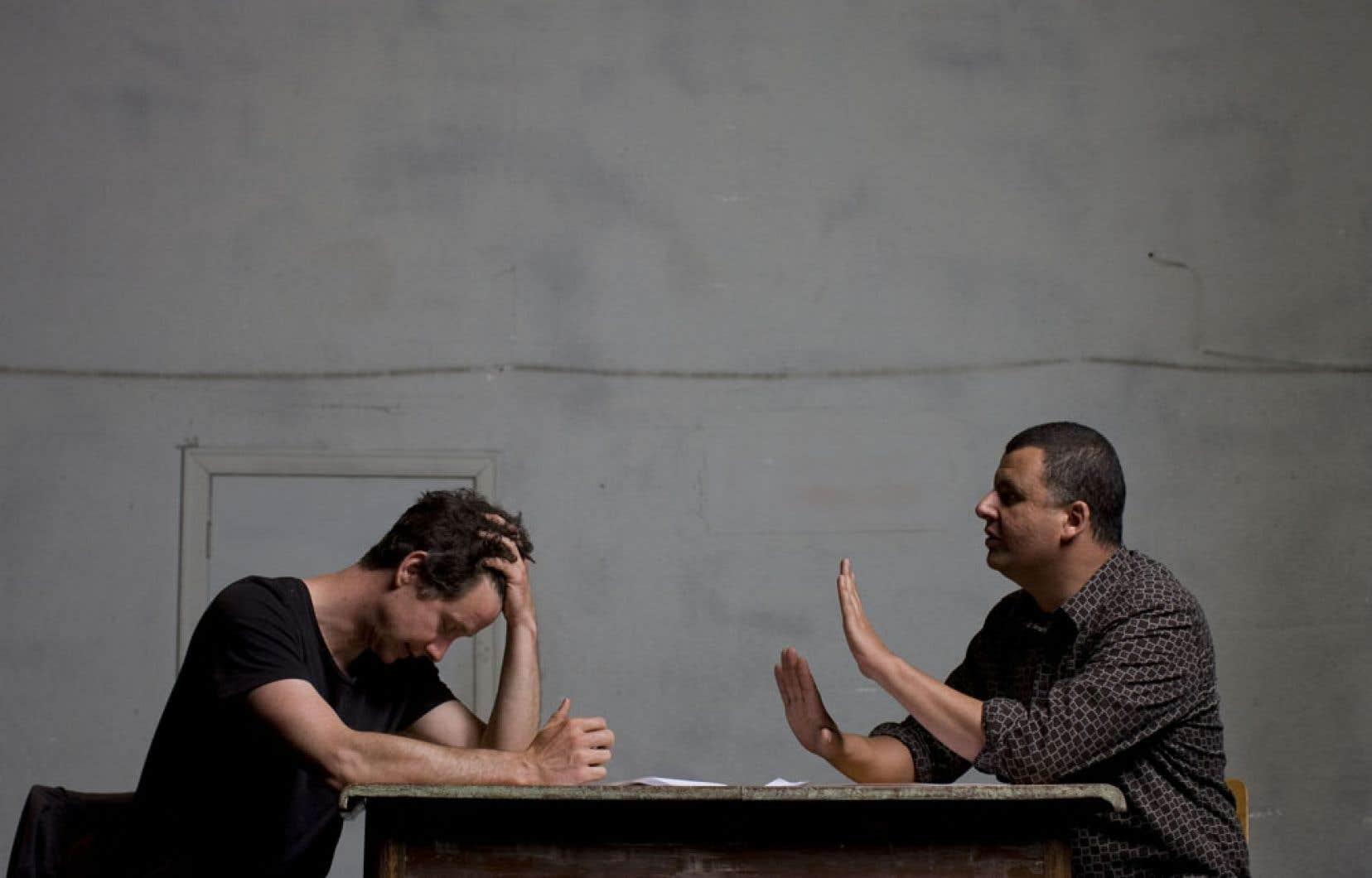 James Long et Marcus Youssef ne s'encombrent pas de personnages, laissent place à l'improvisation et s'enfoncent dans le territoire dangereux de la remise en doute des valeurs et de la dénonciation des contradictions de celui d'en face.