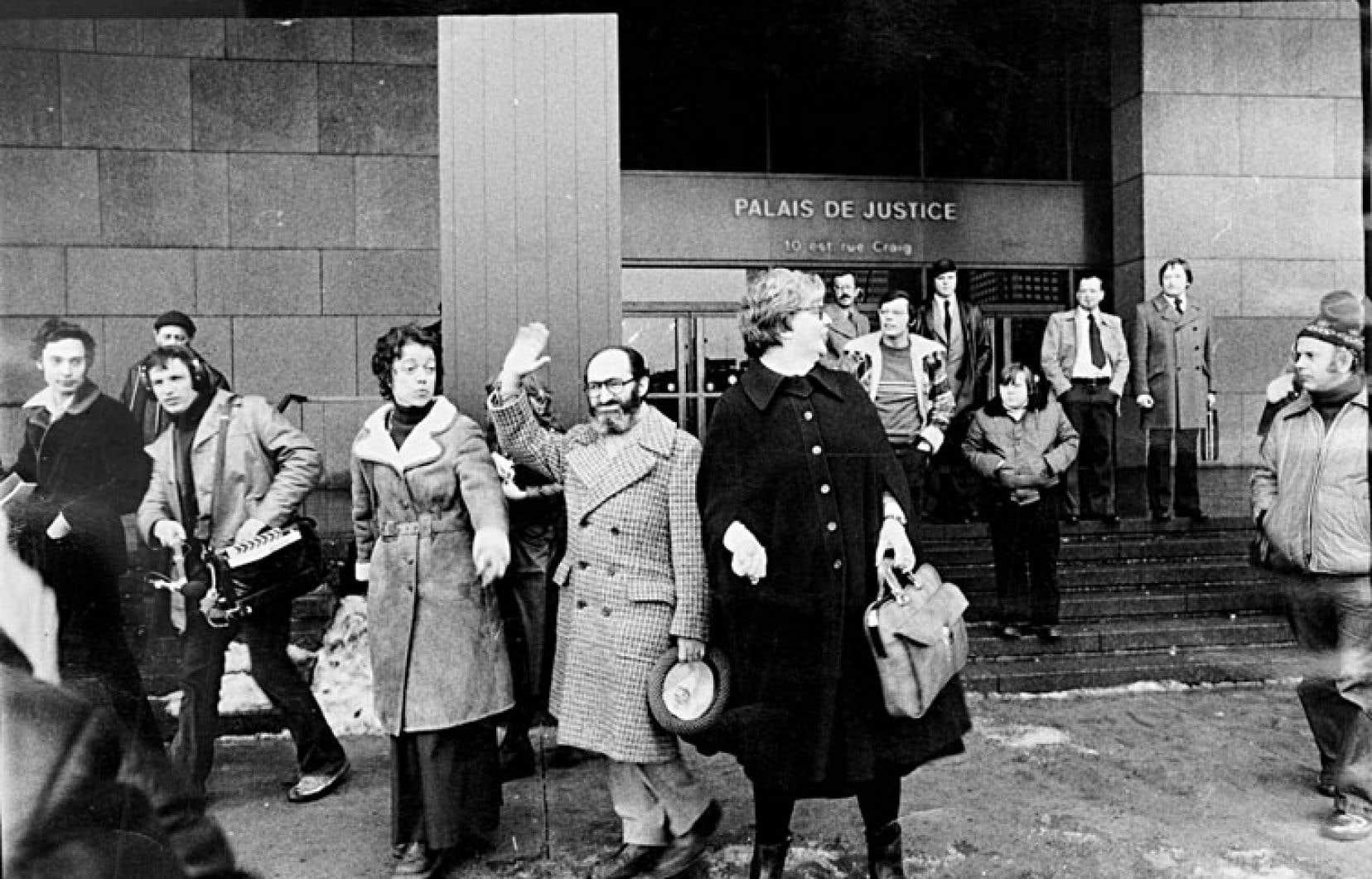 Henry Morgentaler en janvier 1976, à la sortie de la Cour d'appel du Québec