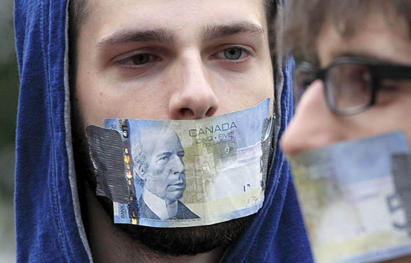 Des indignés du mouvement Occupons Montréal, en octobre 2011.