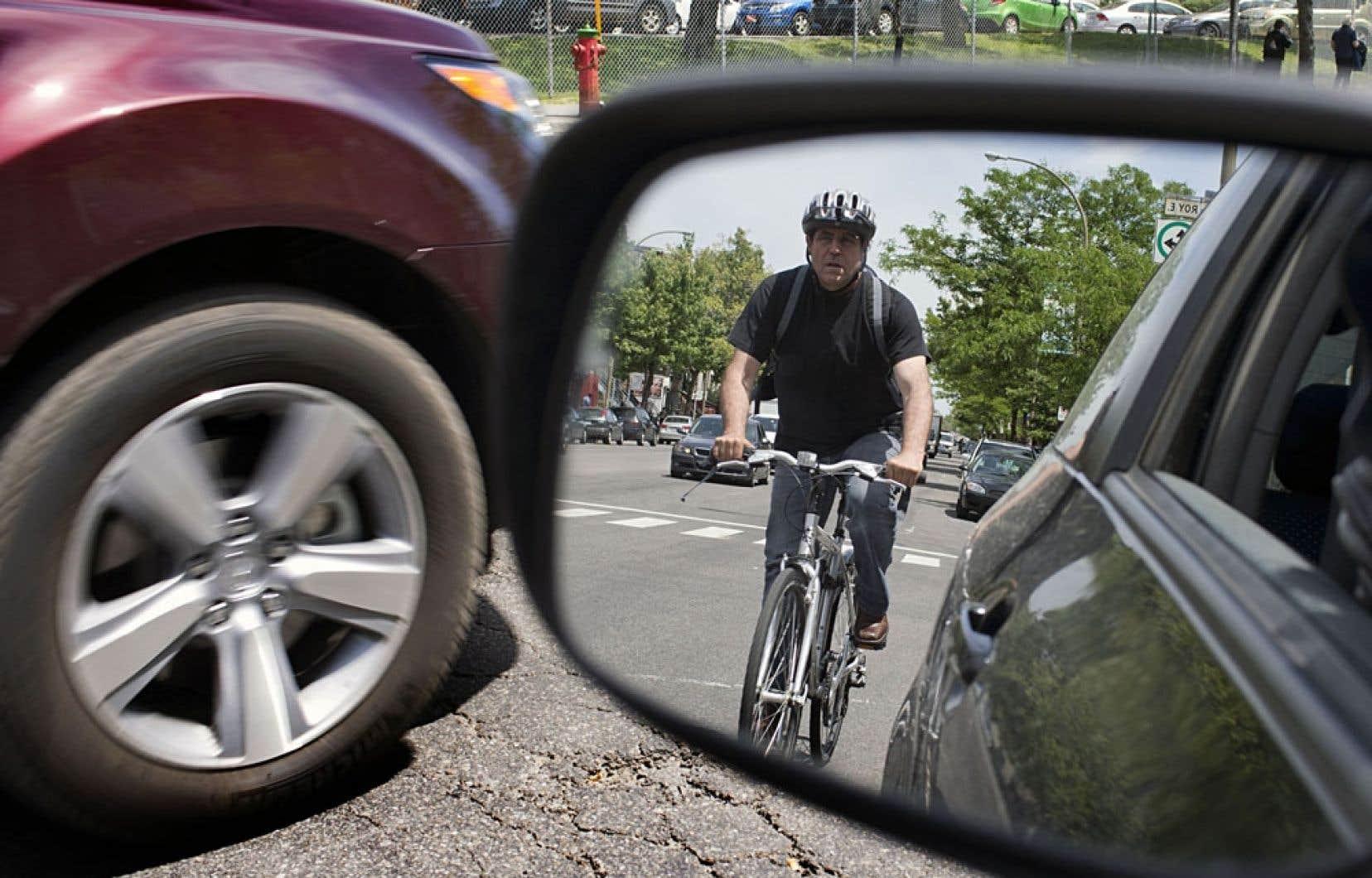 «Ce que je veux voir avec lui, c'est comment on peut avoir une modernisation des règles entourant la sécurité à vélo. Vous savez, il y a beaucoup de règles comme poser des réflecteurs quasiment à tous les rayons des roues, mais il n'y a pas d'obligation de porter le casque. […] C'est peut-être des règles qui étaient bonnes jadis, mais il faut les mettre au goût du jour», explique le ministre Gaudreaul.