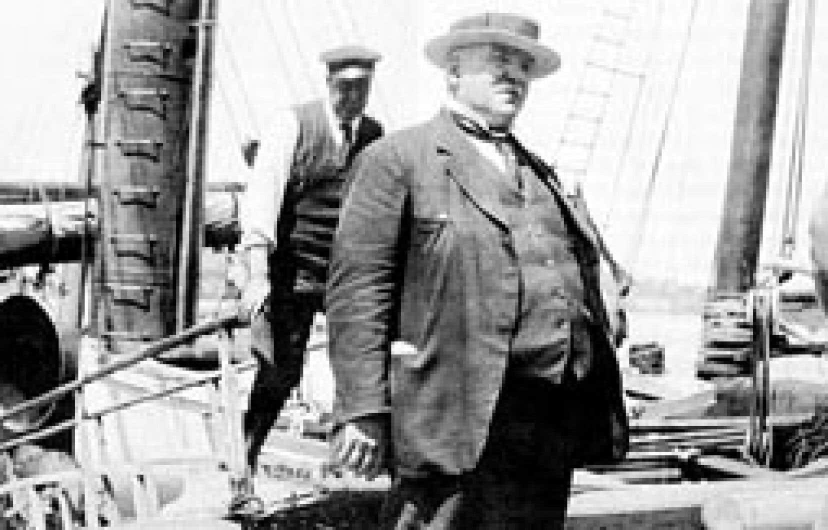 Joseph-Elzéar Bernier à bord de l'Arctic sans son uniforme de capitaine.