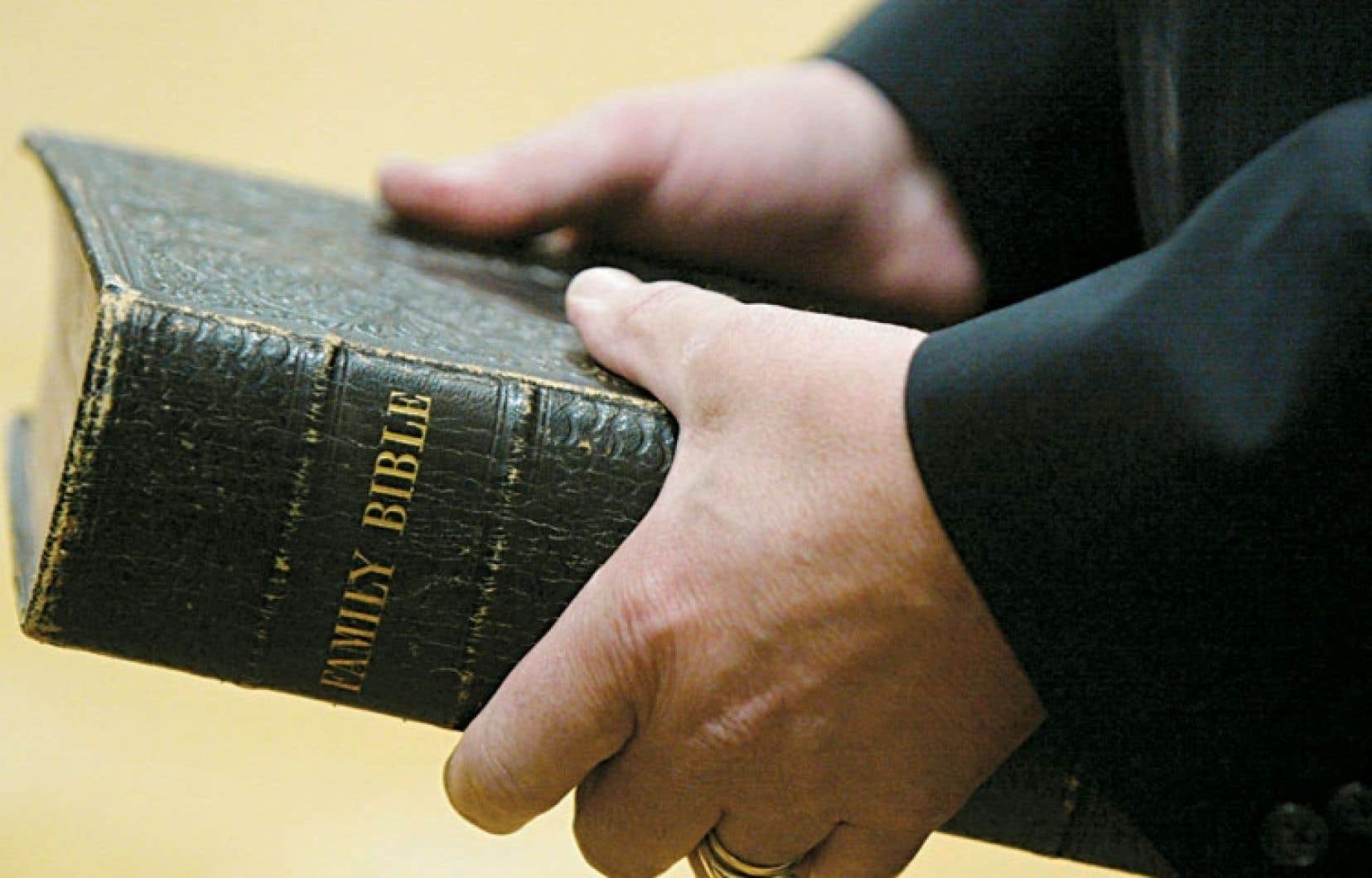 Au lieu de jurer sur la Bible, sur le Coran ou sur son honneur, comme on le fait toujours dans les tribunaux fédéraux canadiens, dans un État laïque il suffit de dire « Je le jure ! », rien de plus. Car le magistrat laïque ne peut pas savoir sur quoi vous jurez. Il n'a d'ailleurs pas à le savoir.